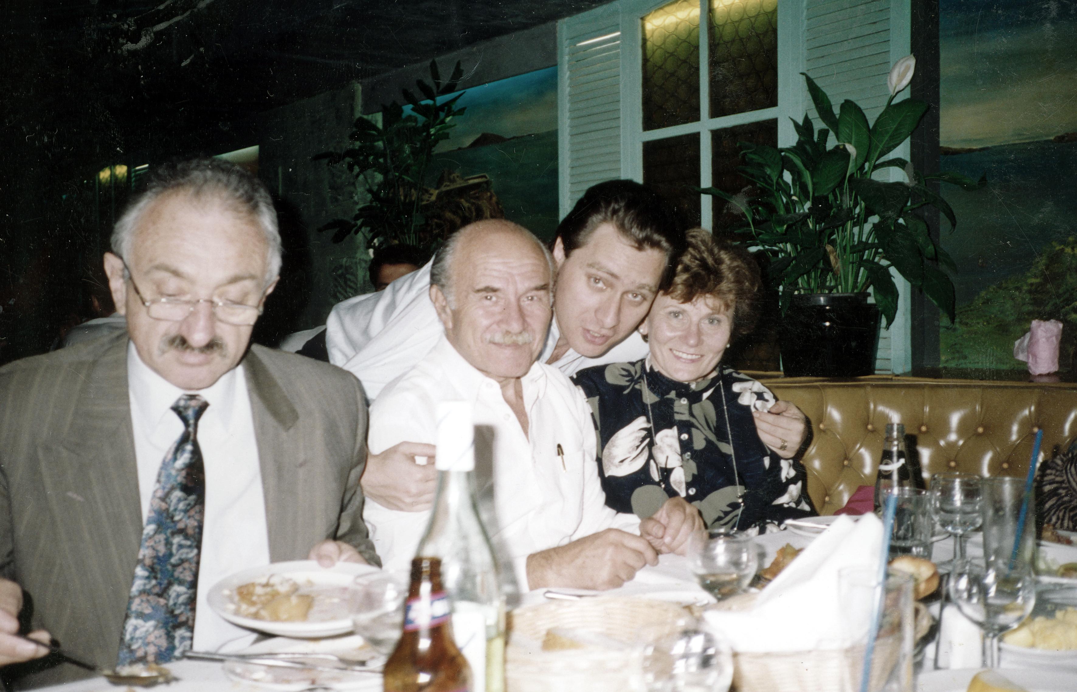 Shmuel Neuman mit seiner Familie auf einer Hochzeit in Australien