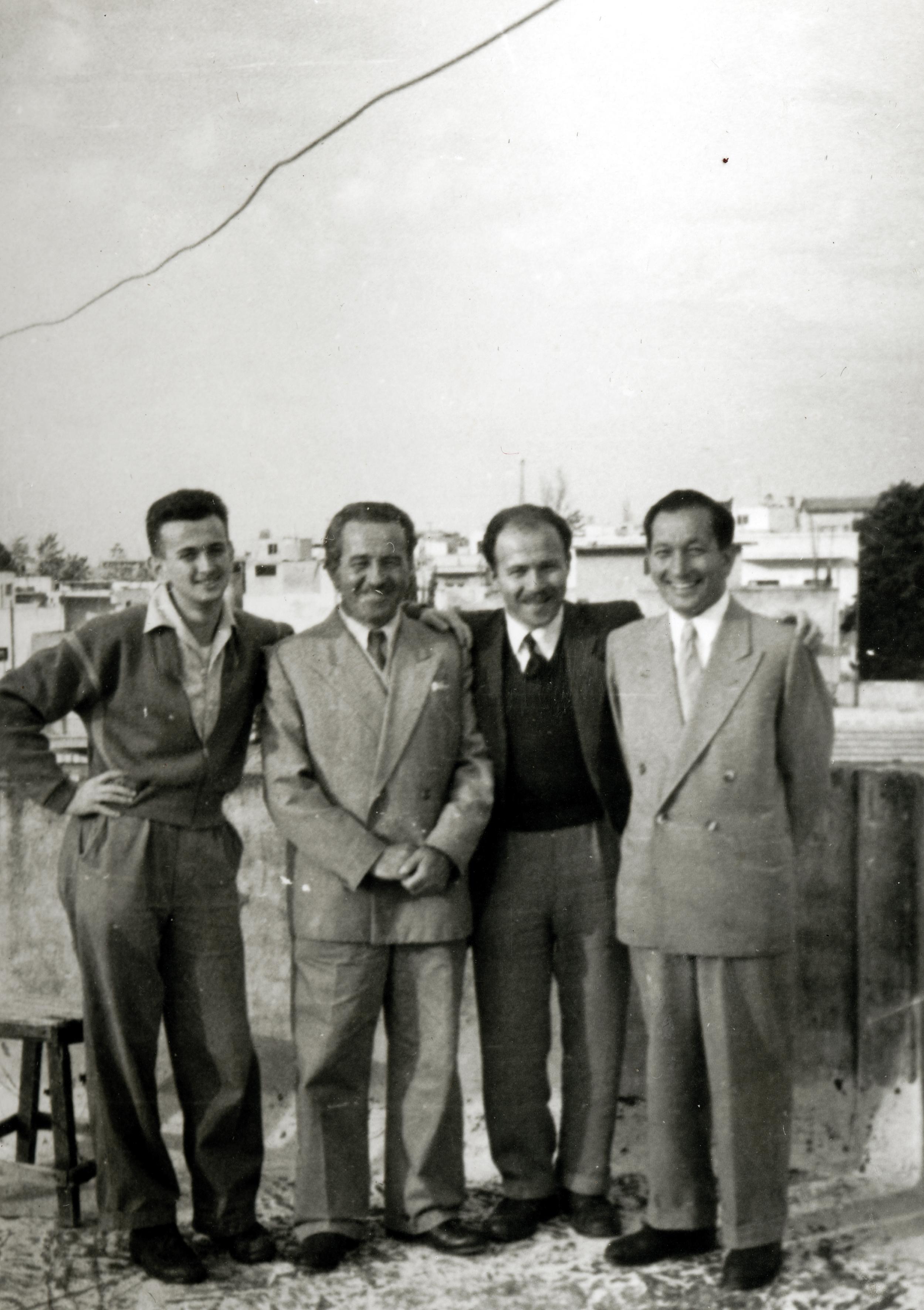 Aron Neuman 1957 bei seiner Familie in Israel