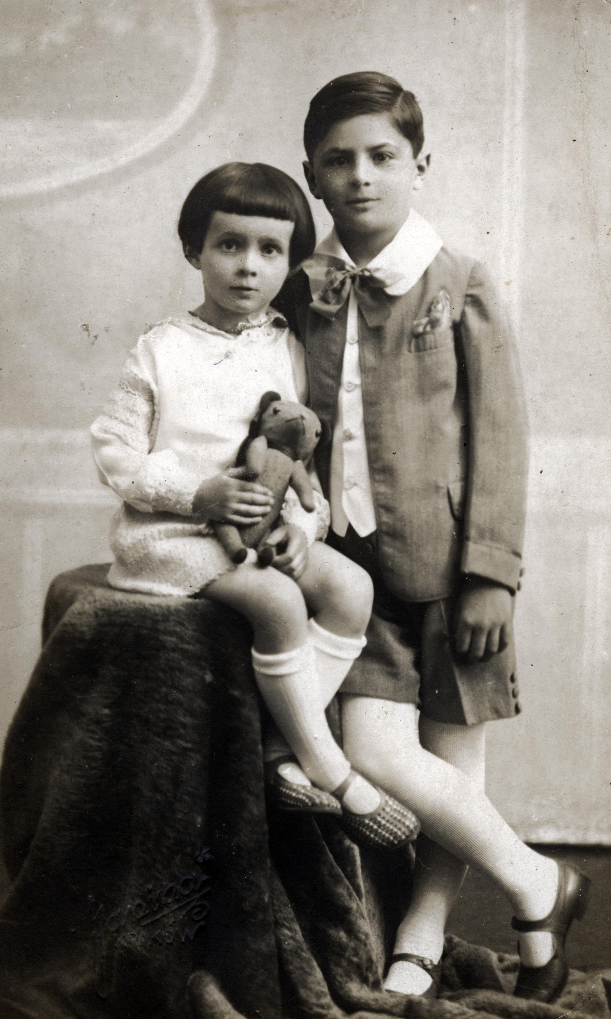 Martin Ratz mit seiner Schwester Hedwig Charlotte Reissler