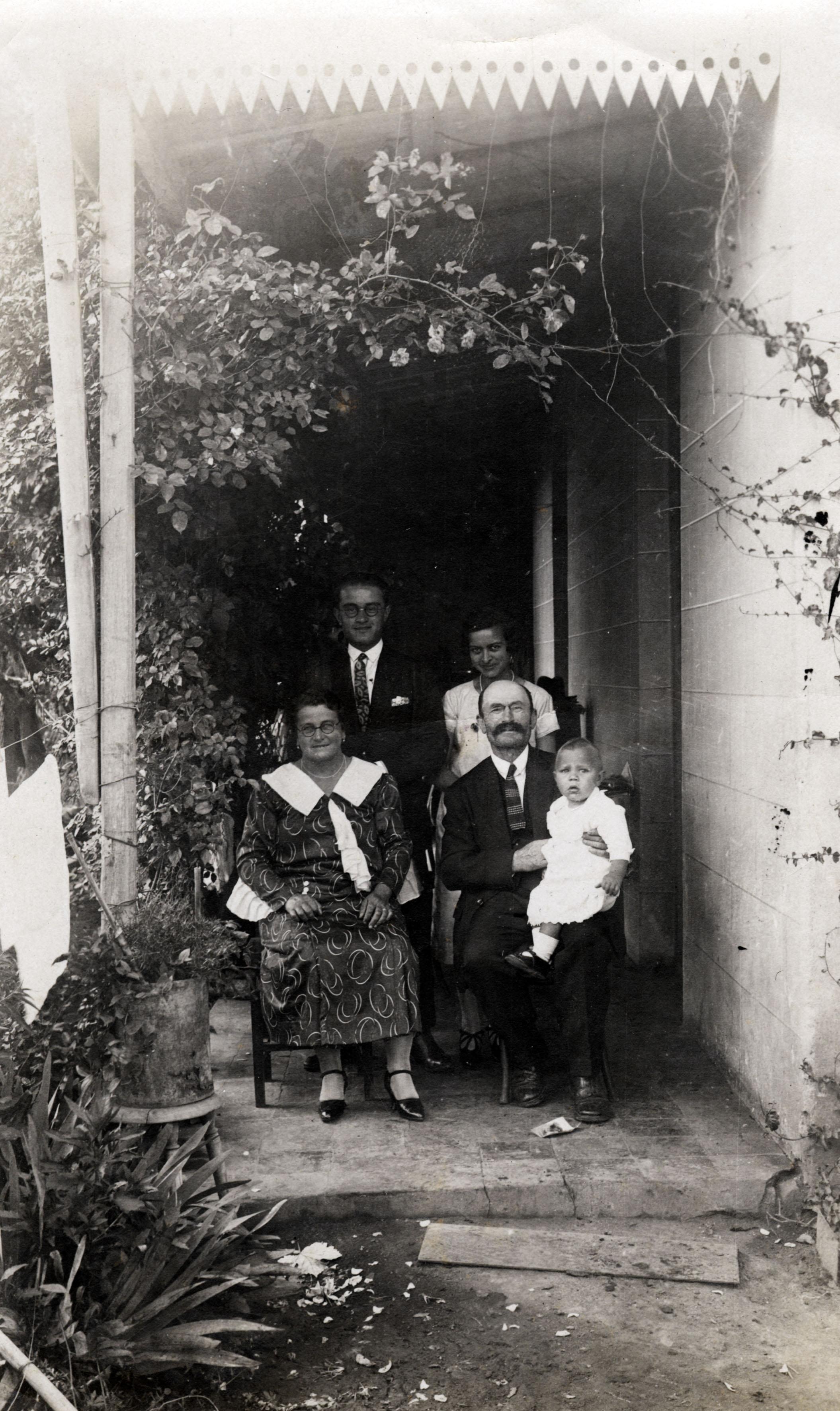 Gustav Singer mit seiner Familie