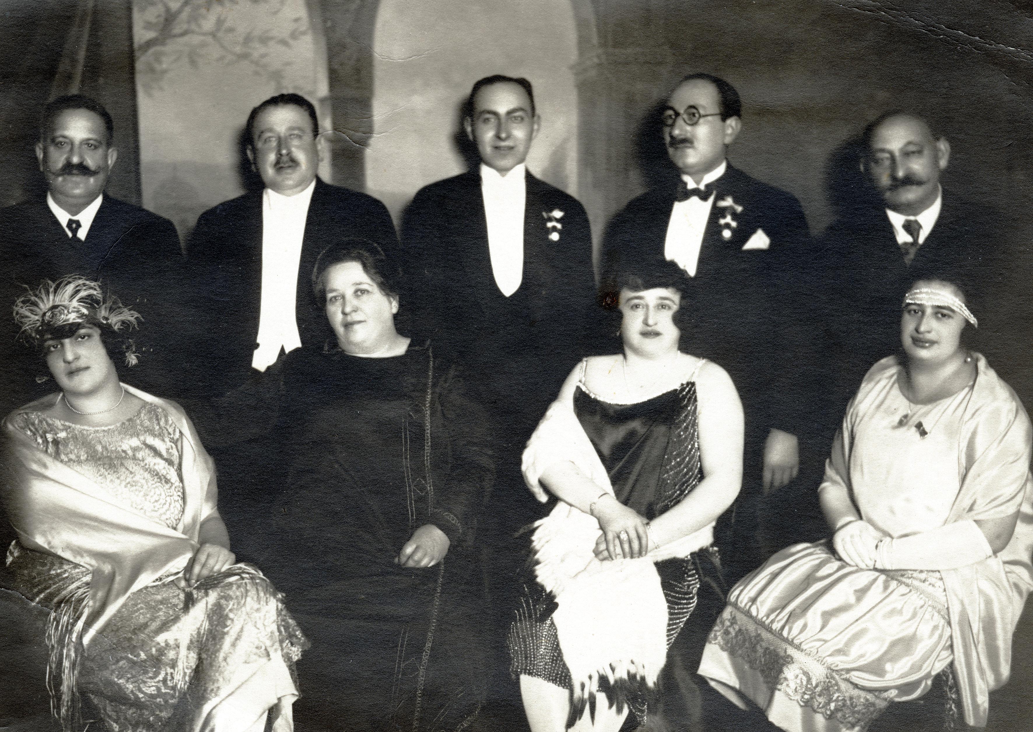 Valerie Knoll [geb. Stadler] im Kreise der Familie