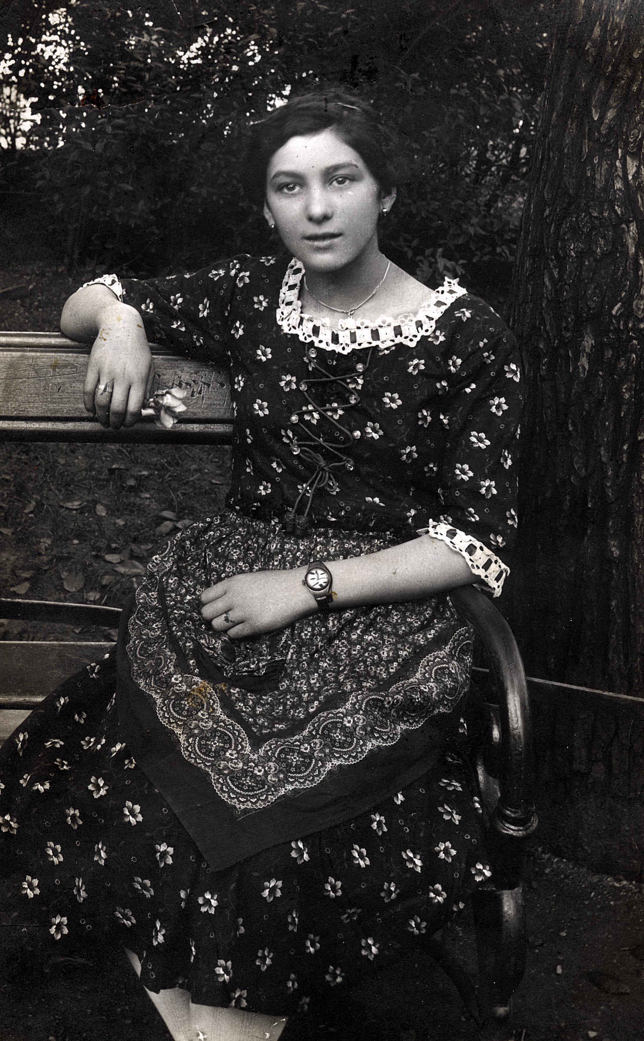 Sara Gizela Kocsiss als junges Mädchen