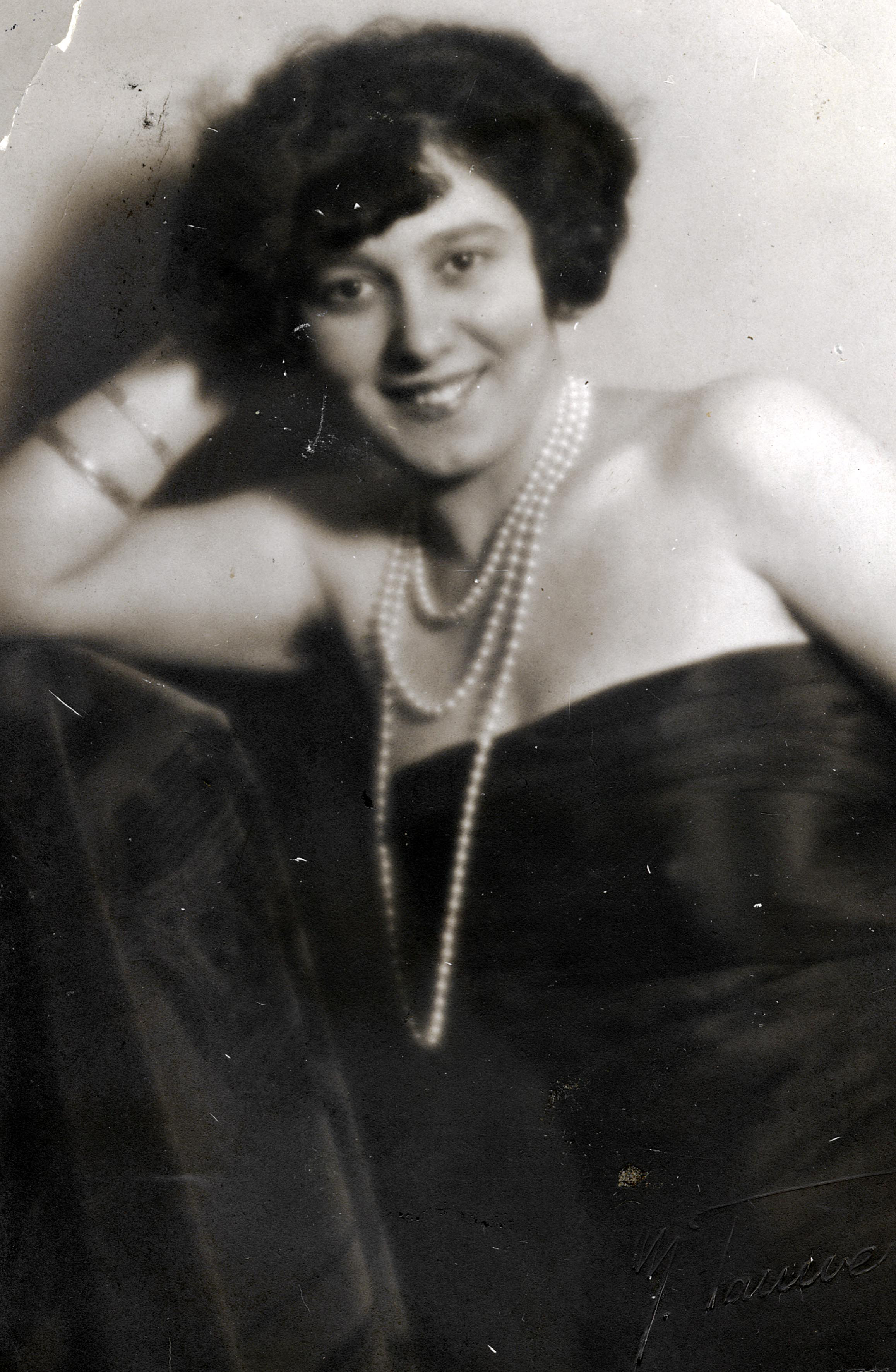 Gizela Kocsiss als junge Frau in Wien