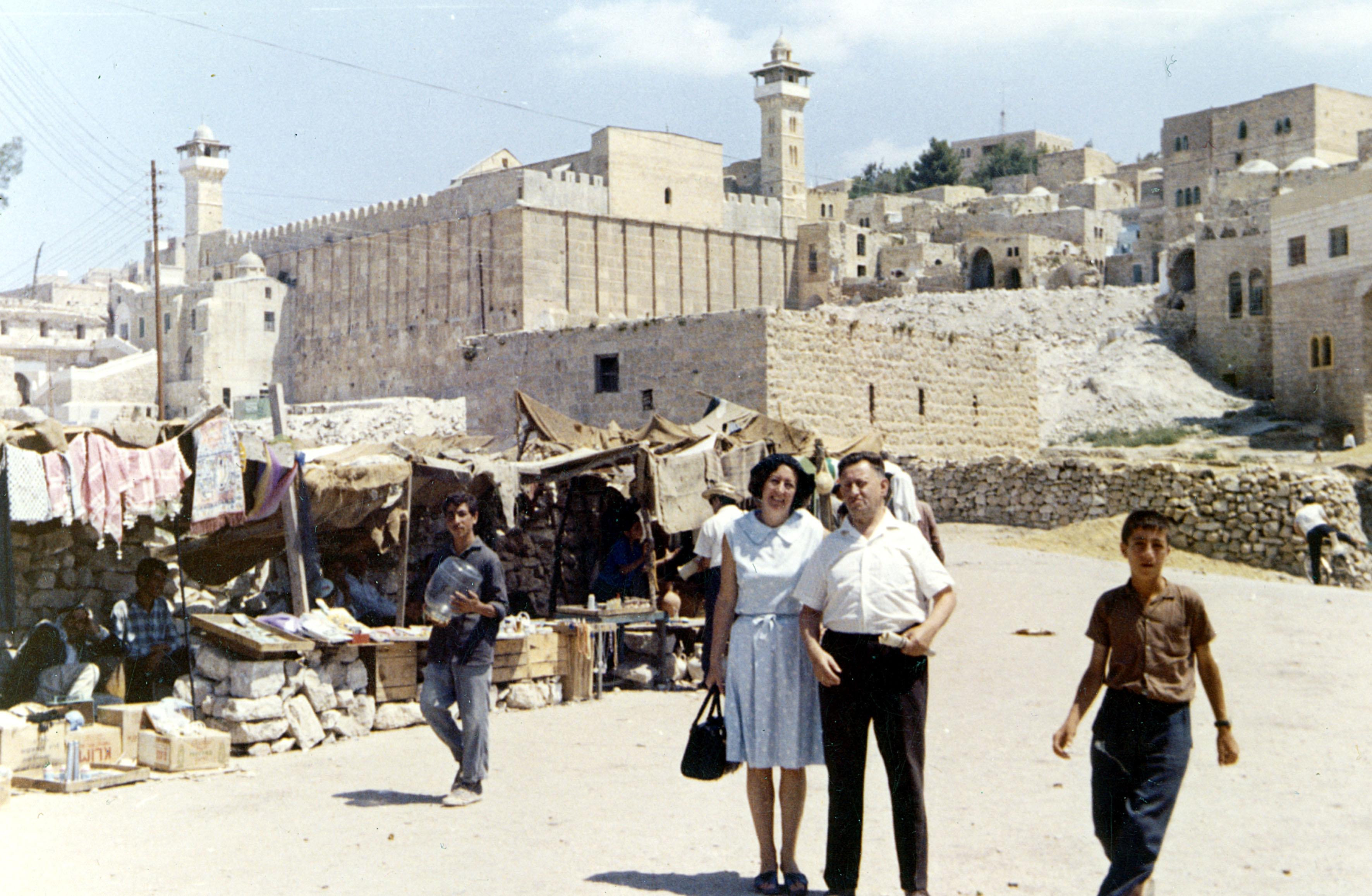Gertrude Kritzer und ihr Ehemann Isaac in Hebron