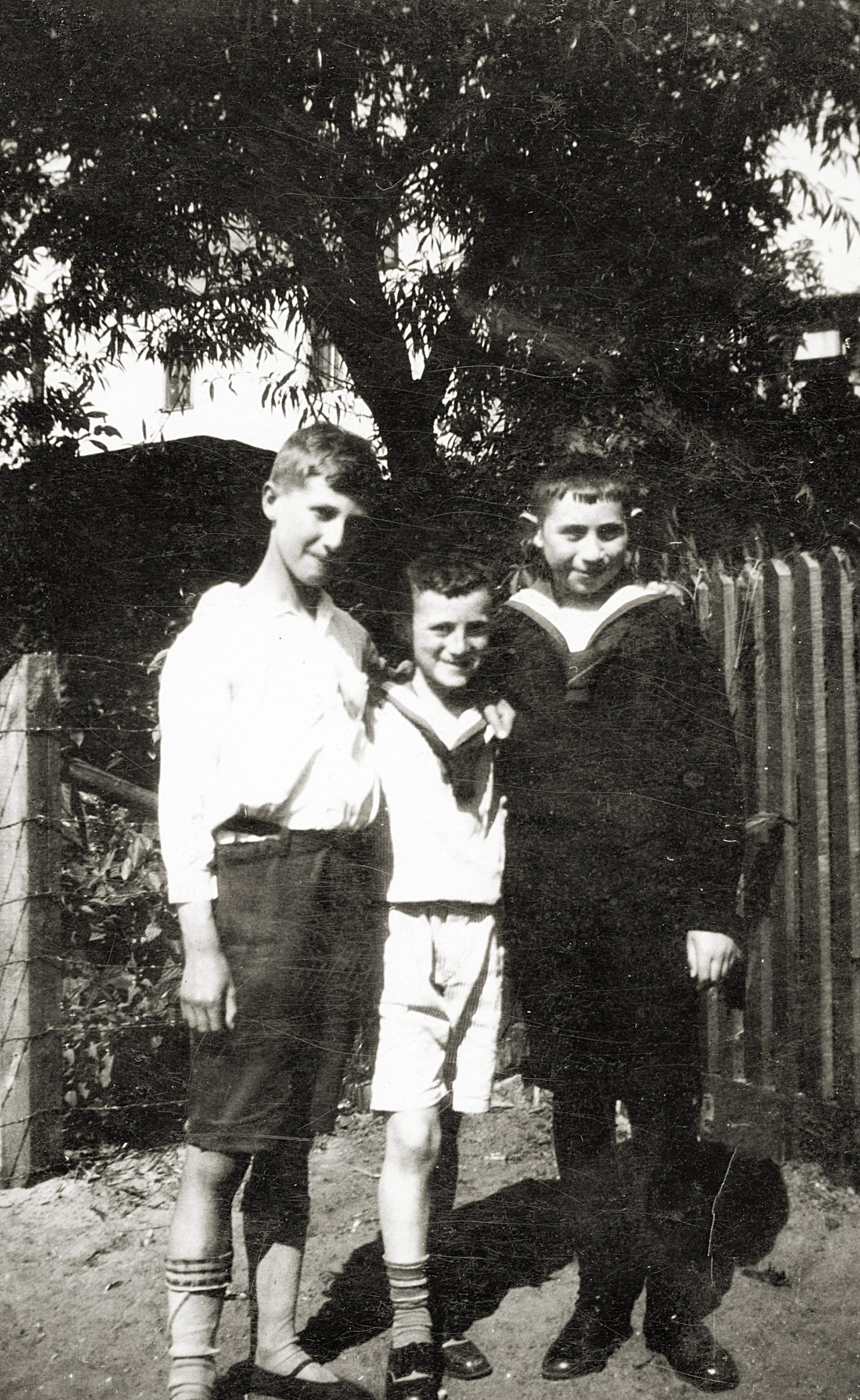 Herbert Lewin mit seinem Bruder Werner und seinem Milchbruder Hans in Osterode