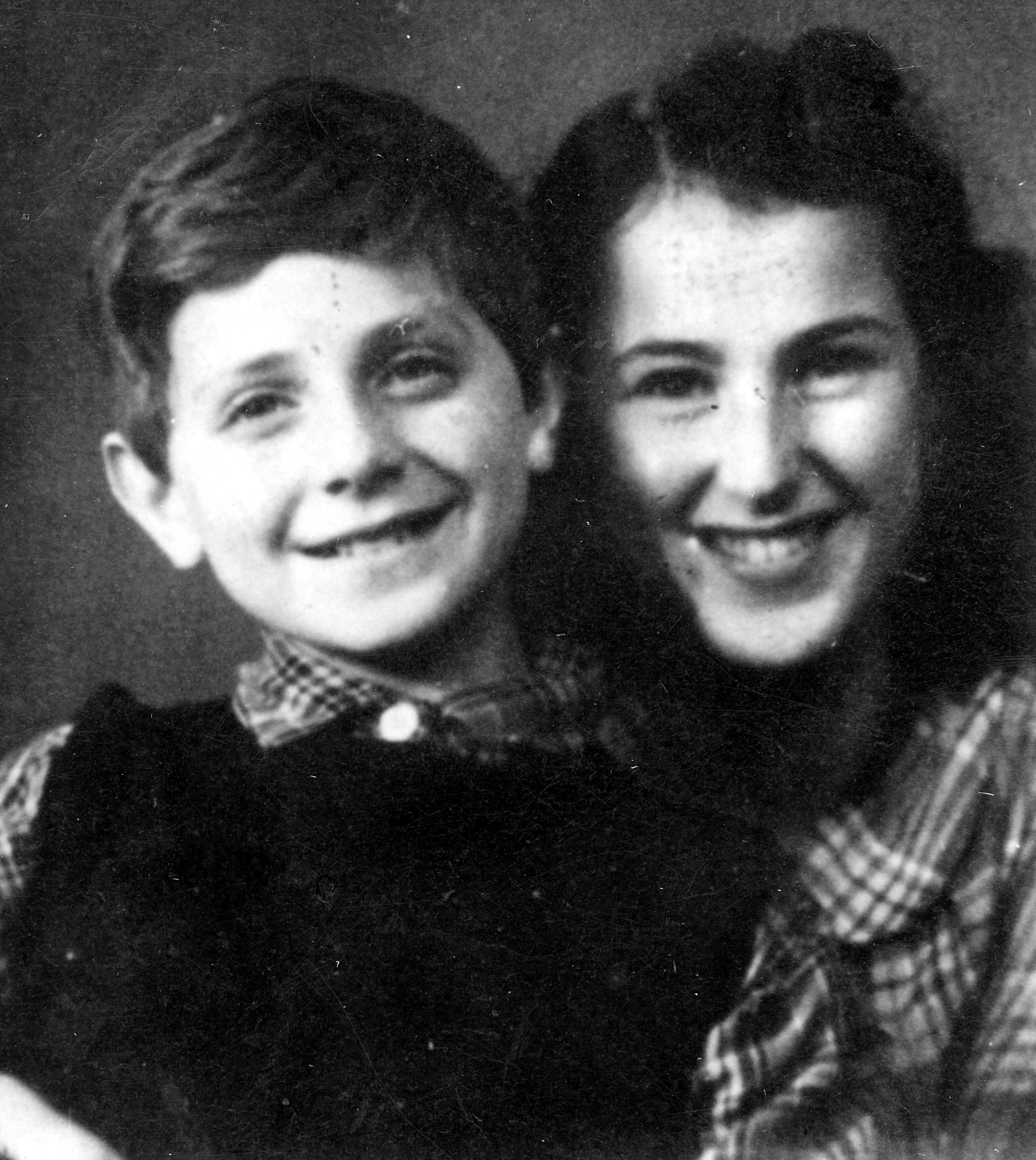 Hans Reiss mit der Tochter der Rabbinerfamilie in Oslo