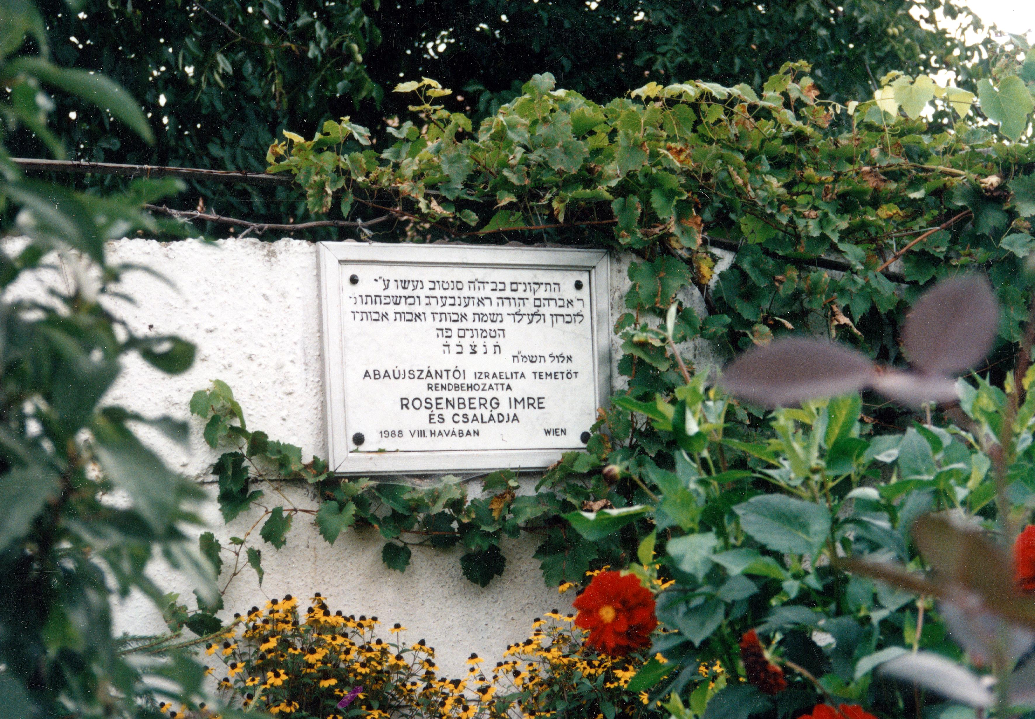 Der Grabstein für Imre Rosenbergs Familie in Ungarn