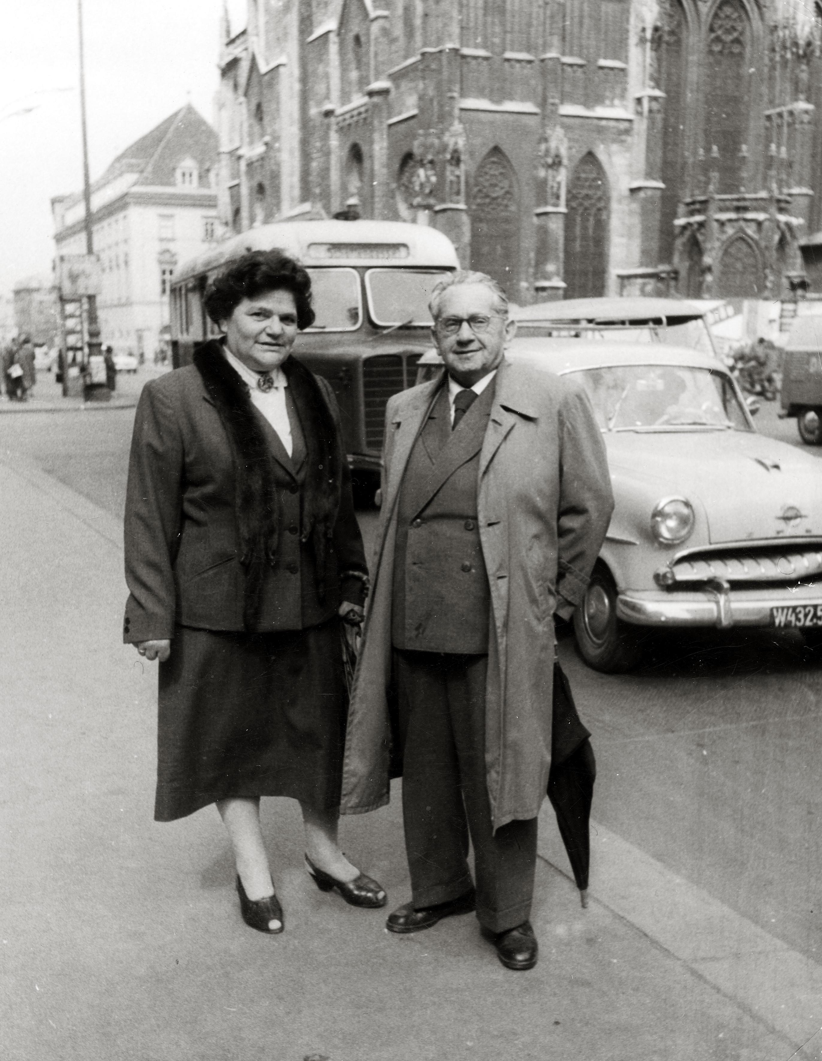 Oskar und Antonia Wallisch am Stephansplatz