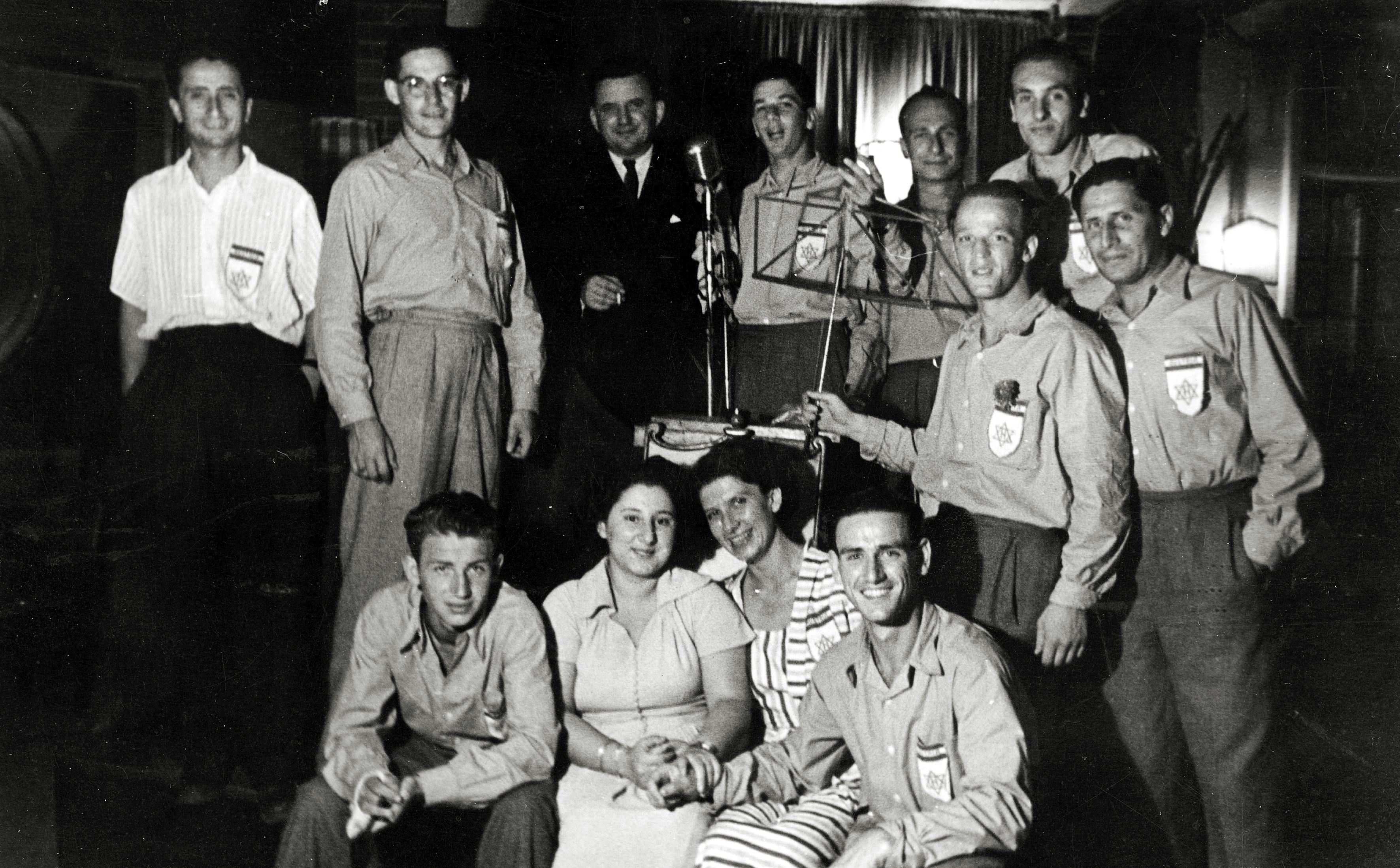 Manfred Wonsch und die Hakoah Mannschaft aus Wien 1950 in Israel mit dem österreichischen Botschafter