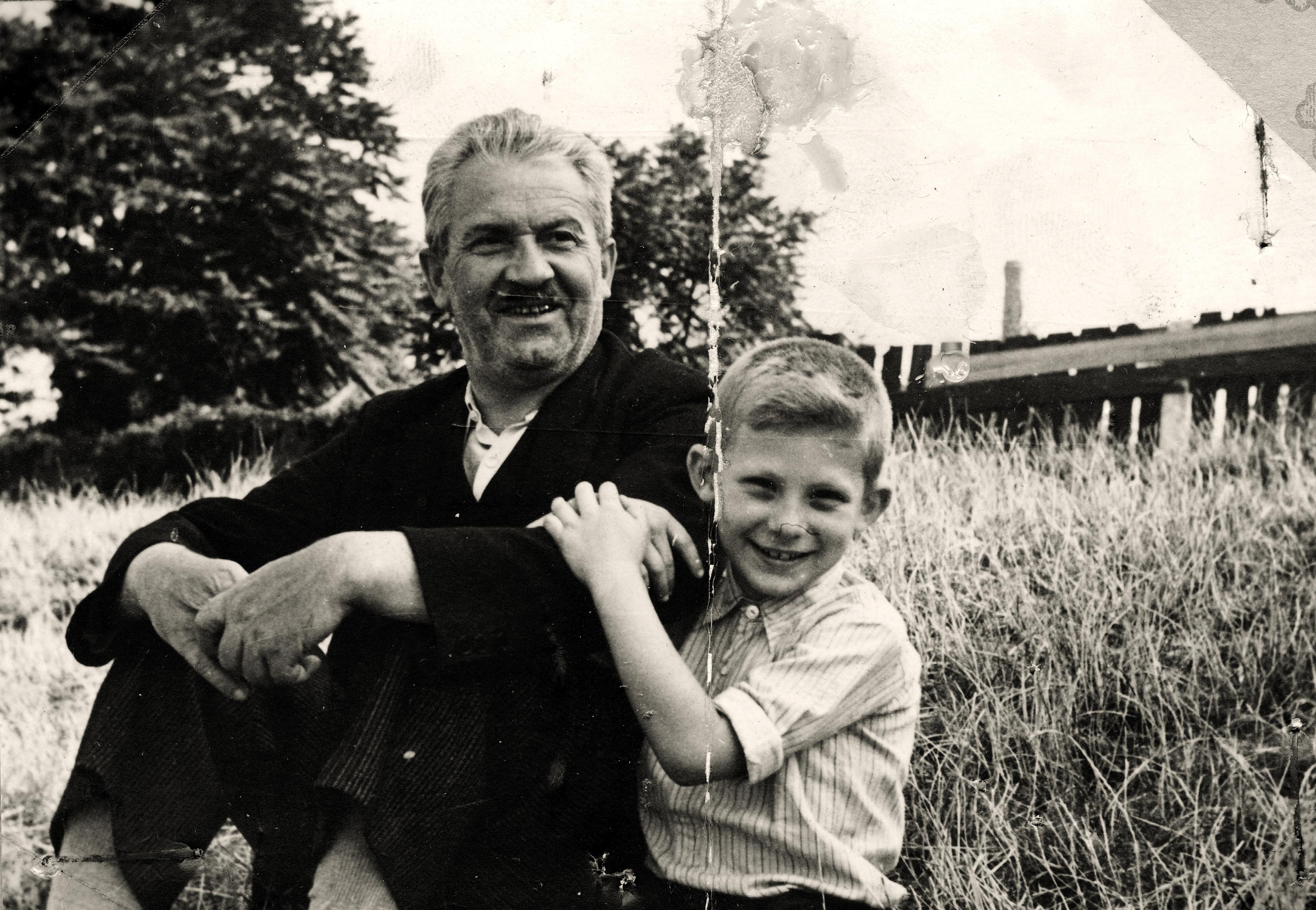 Mein Großvater Oskar Wonsch mit meinem Bruder Rudolf Wonsch an der Donau
