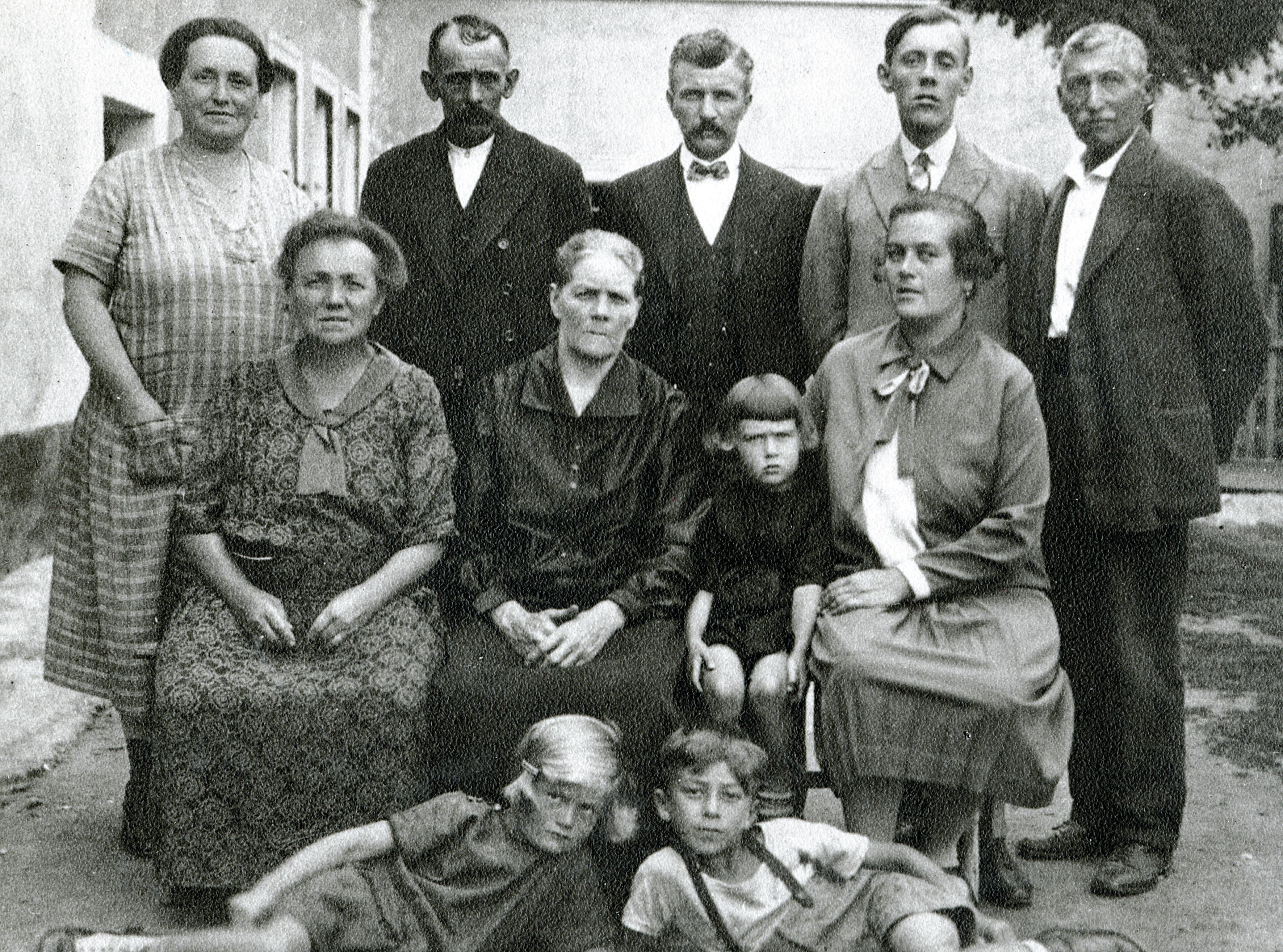 Richard Kohn, seine Großmutter Sofie Augusta und die Schwester der Großmutter Juli Schulz in Hirschbach