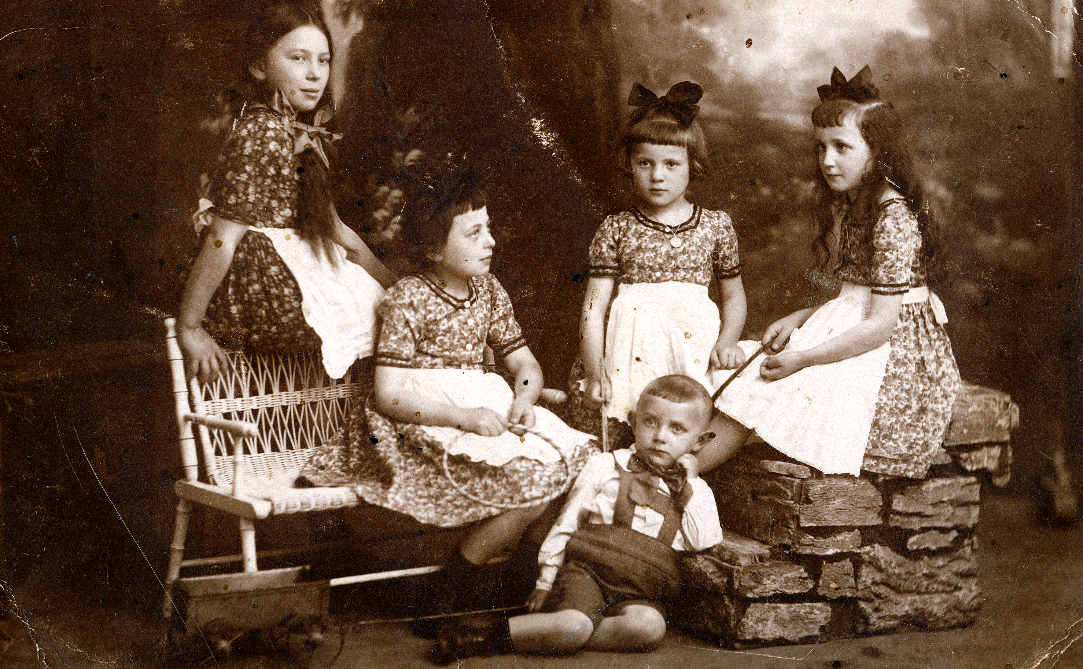 Rosa Rosenstein mit ihren Geschwistern Betty Chaim, Erna Goldstein, Cilly Brandstetter und Arthur Braw