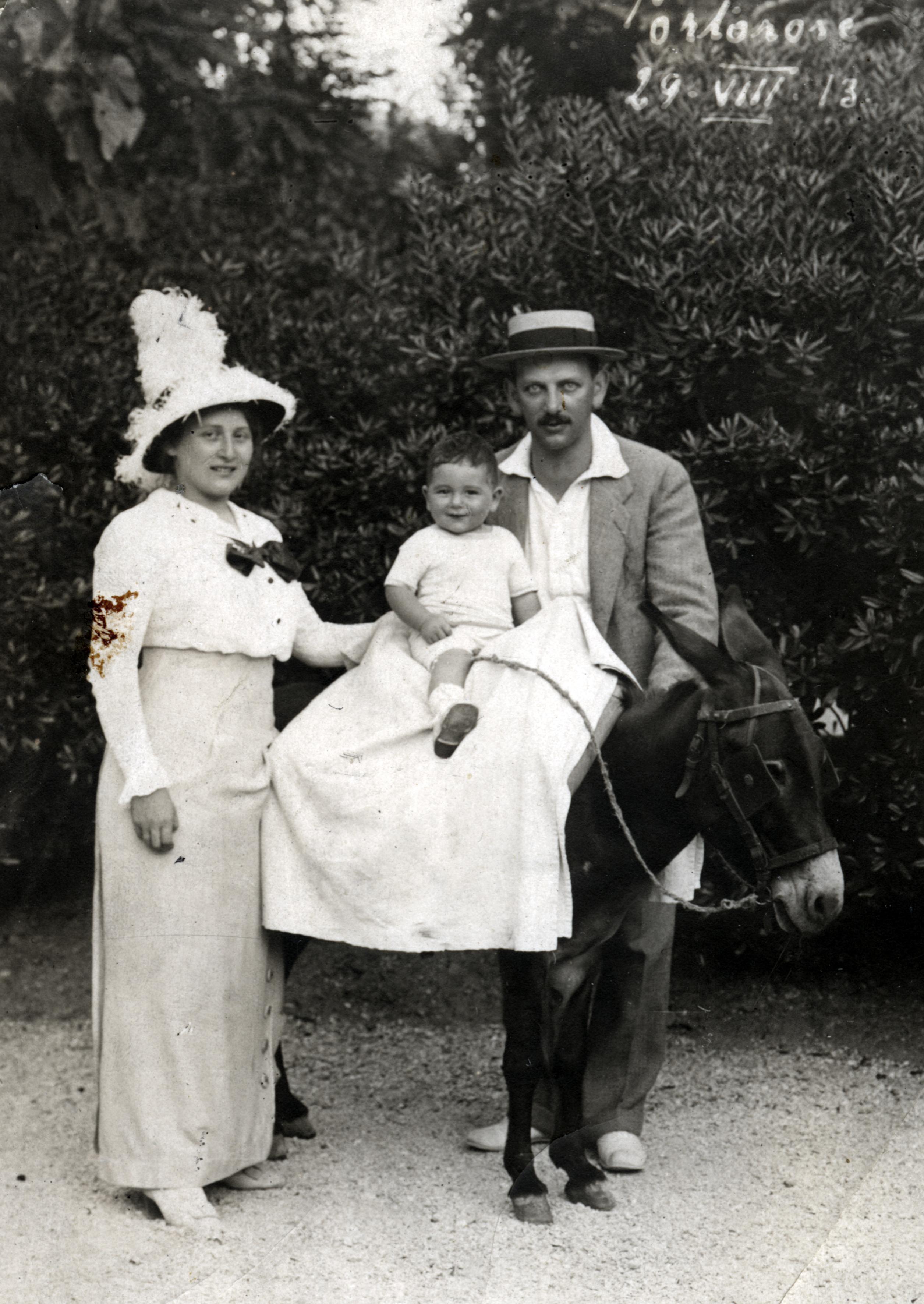 Vilma und Albert Smolka mit ihrem Sohn Peter im Sommerurlaub in Italien