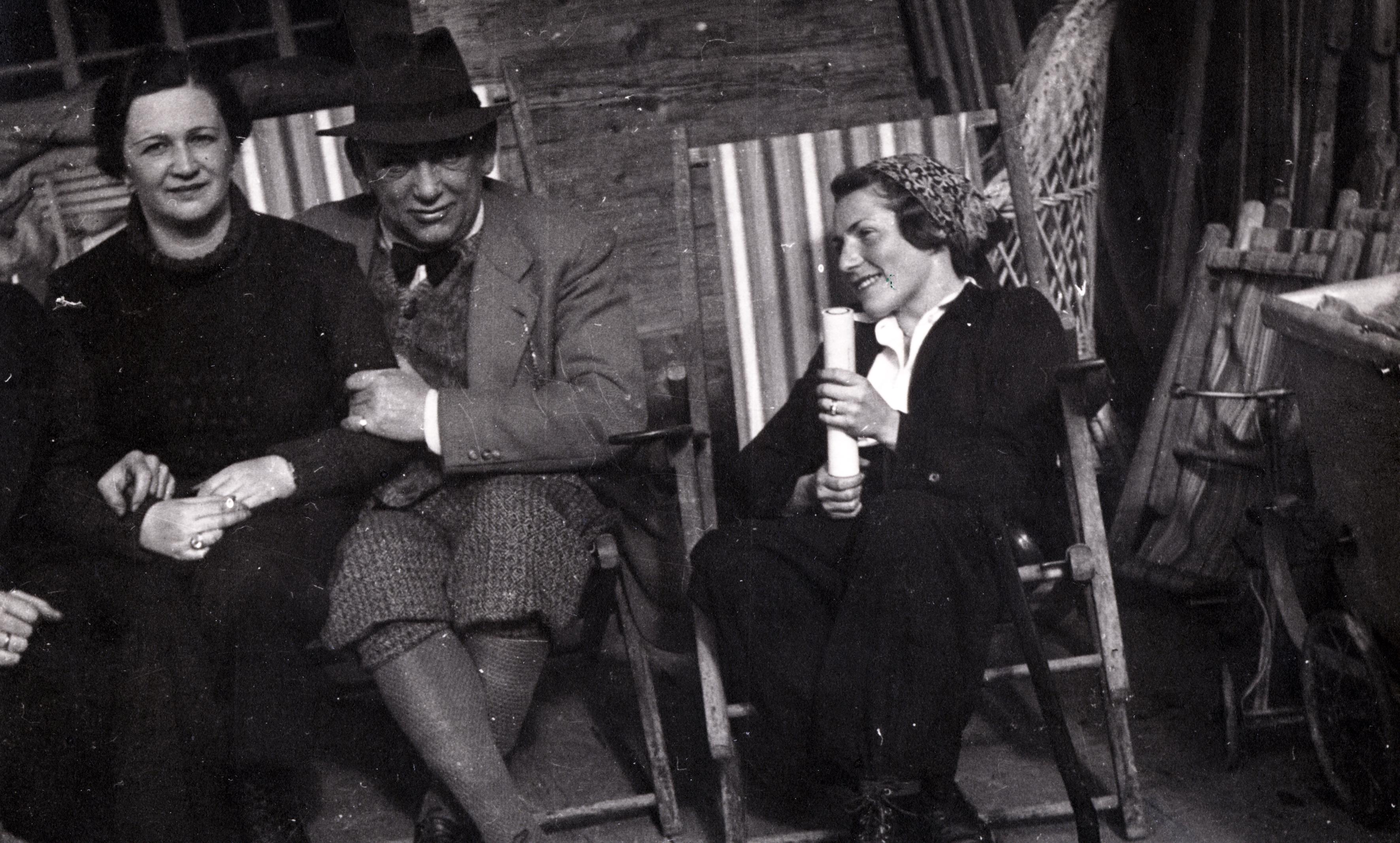 Lotty mit ihrem Schwiegervater Albert Smolka und einer Unbekannten