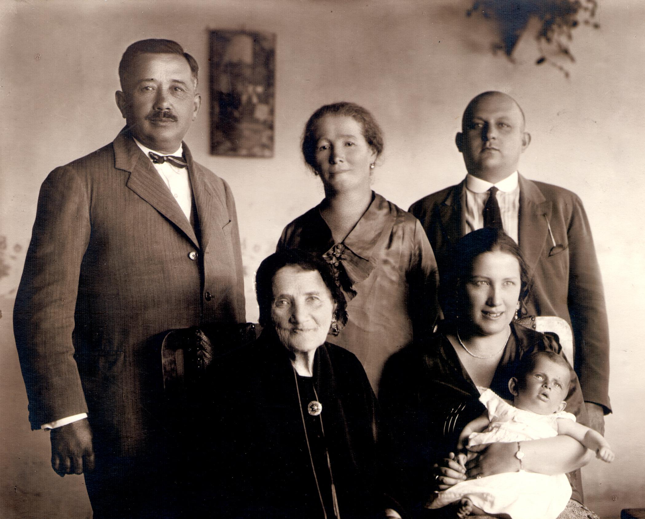 Deutsch Ignácné fiával és családjával