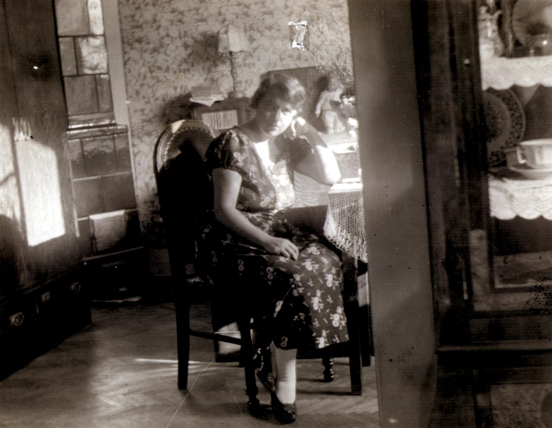Kati Andai's mother Margit Erdos at home