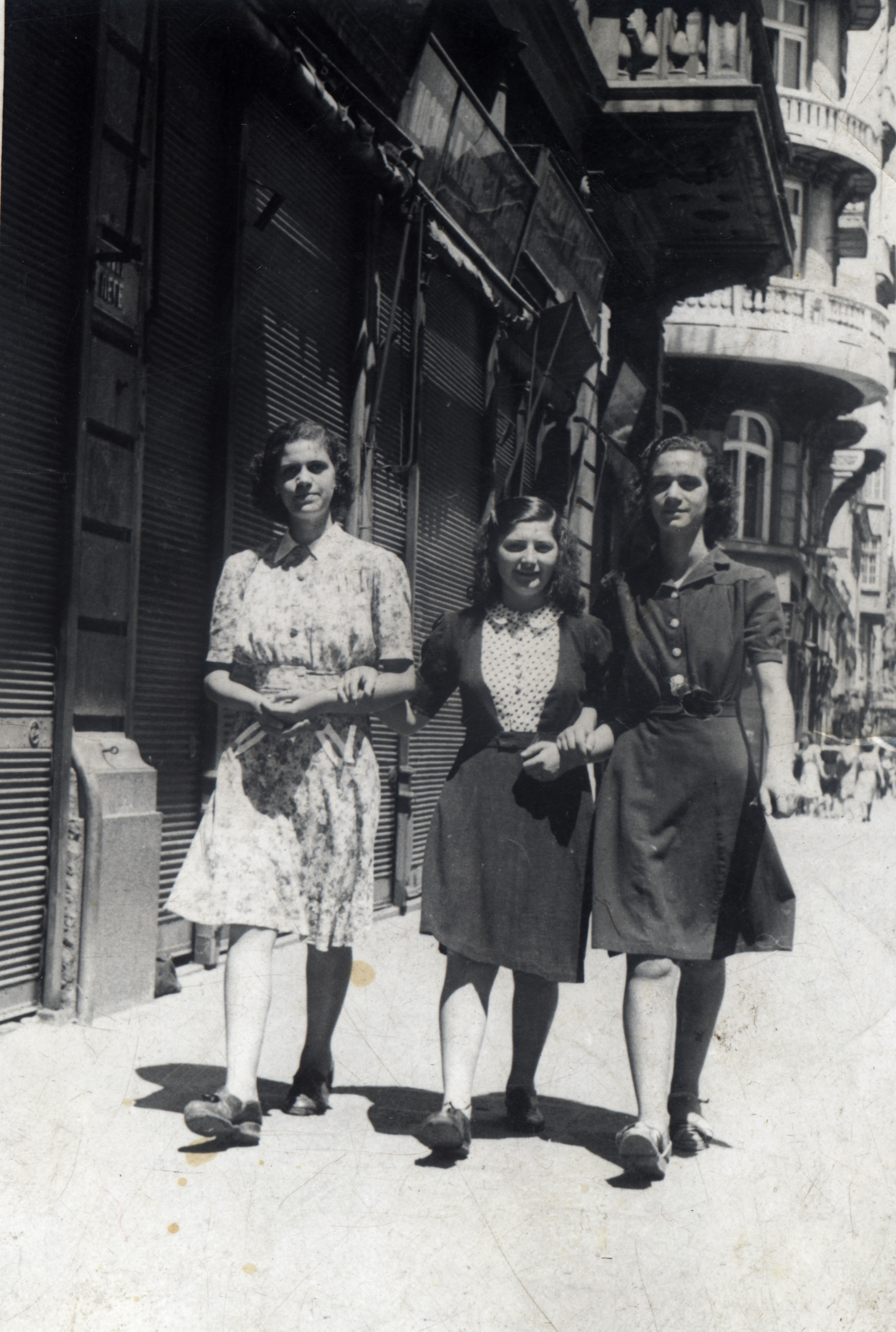 Roza Anzhel, Tsivi Nusan and Ester Galvy