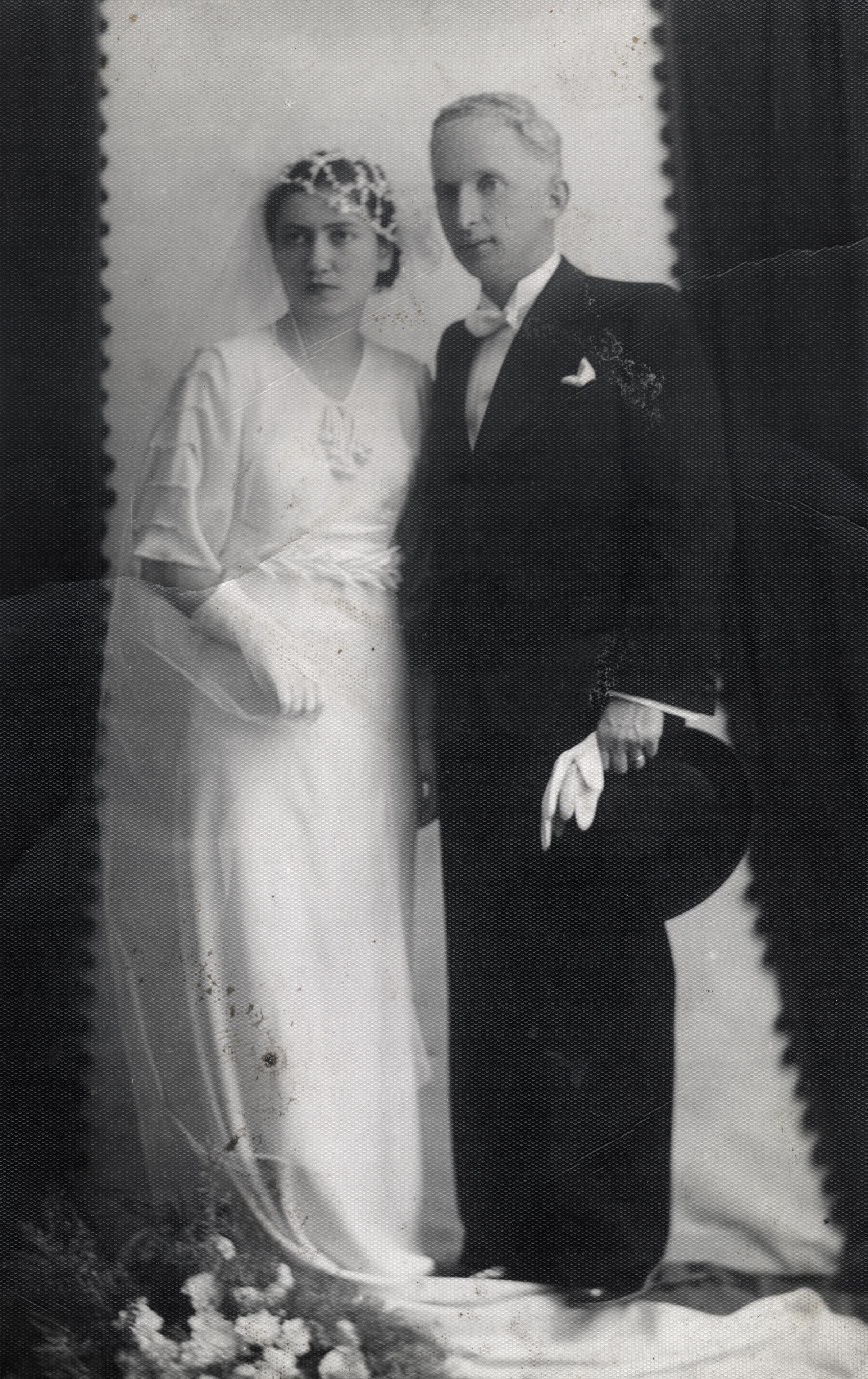 A wedding photo of Senyora and Haim Geron