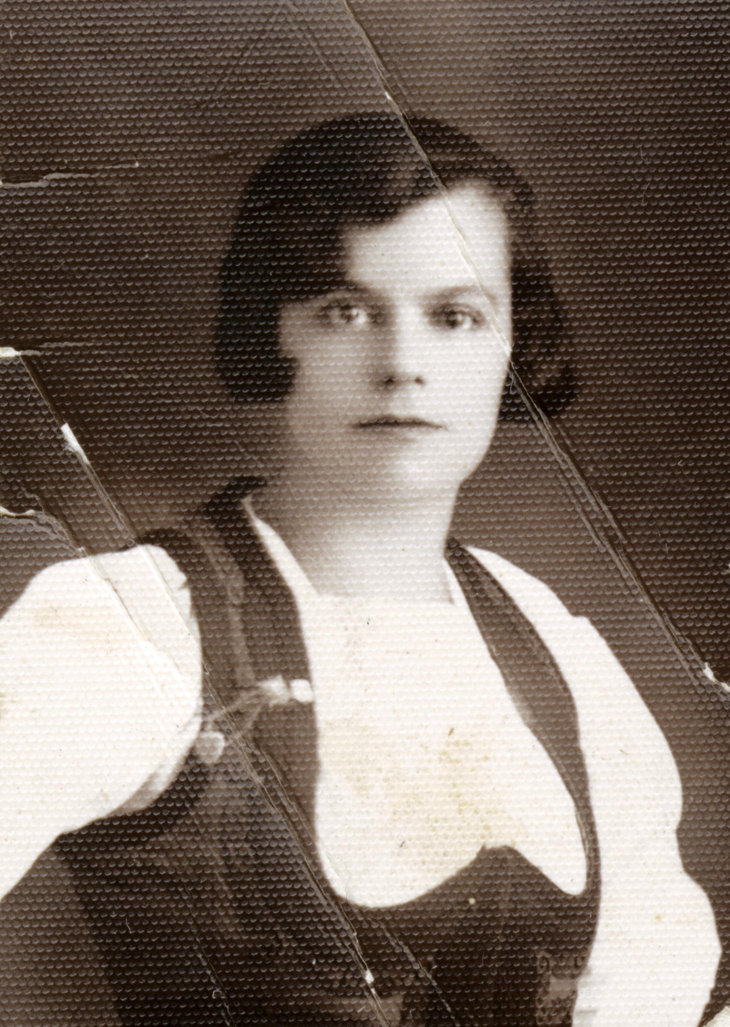 Hana Gasic's mother, Flora Kohen