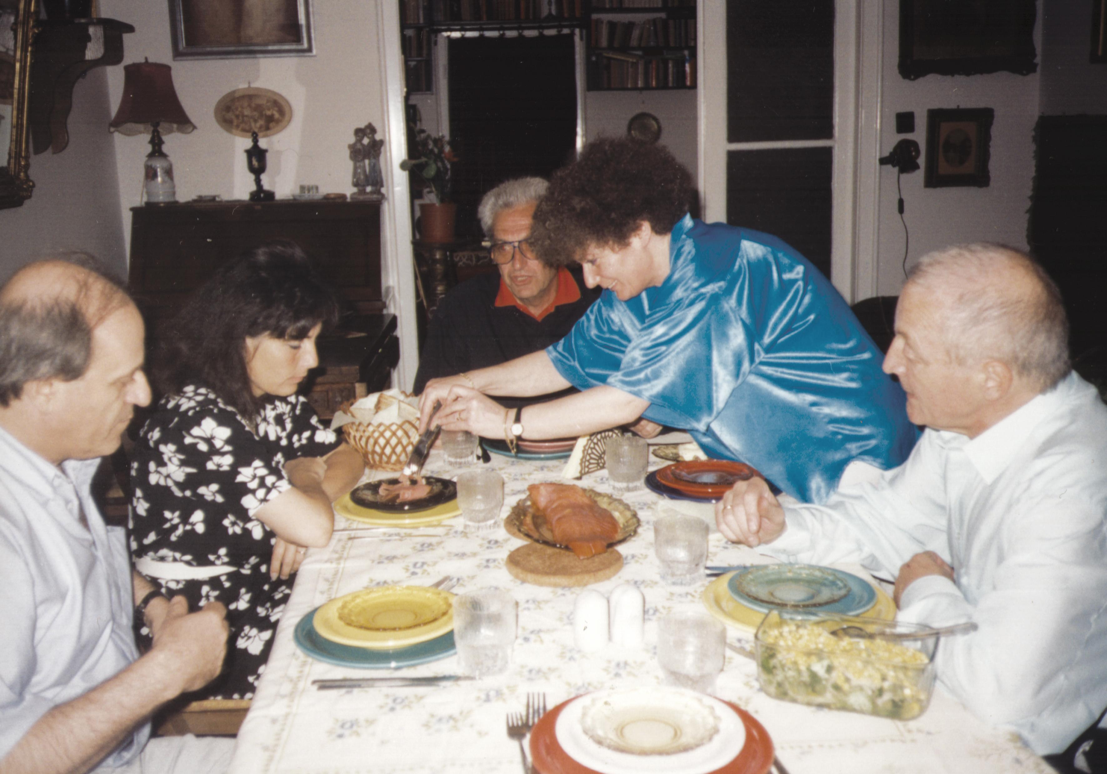 Földes Gyula második feleségével és barátokkal