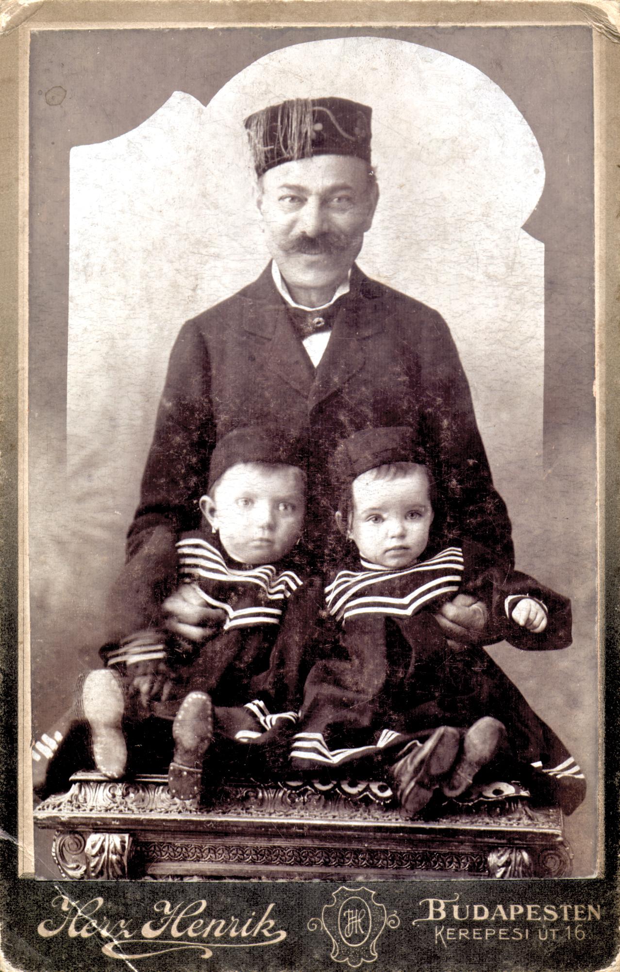 Neu Adolf gyermekeivel
