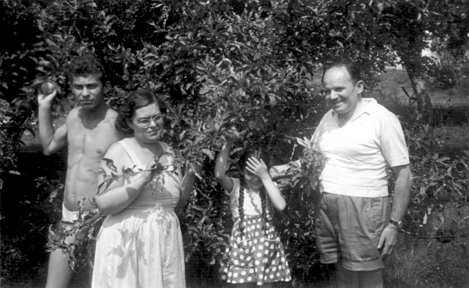Kárpáti Áronné és a családja