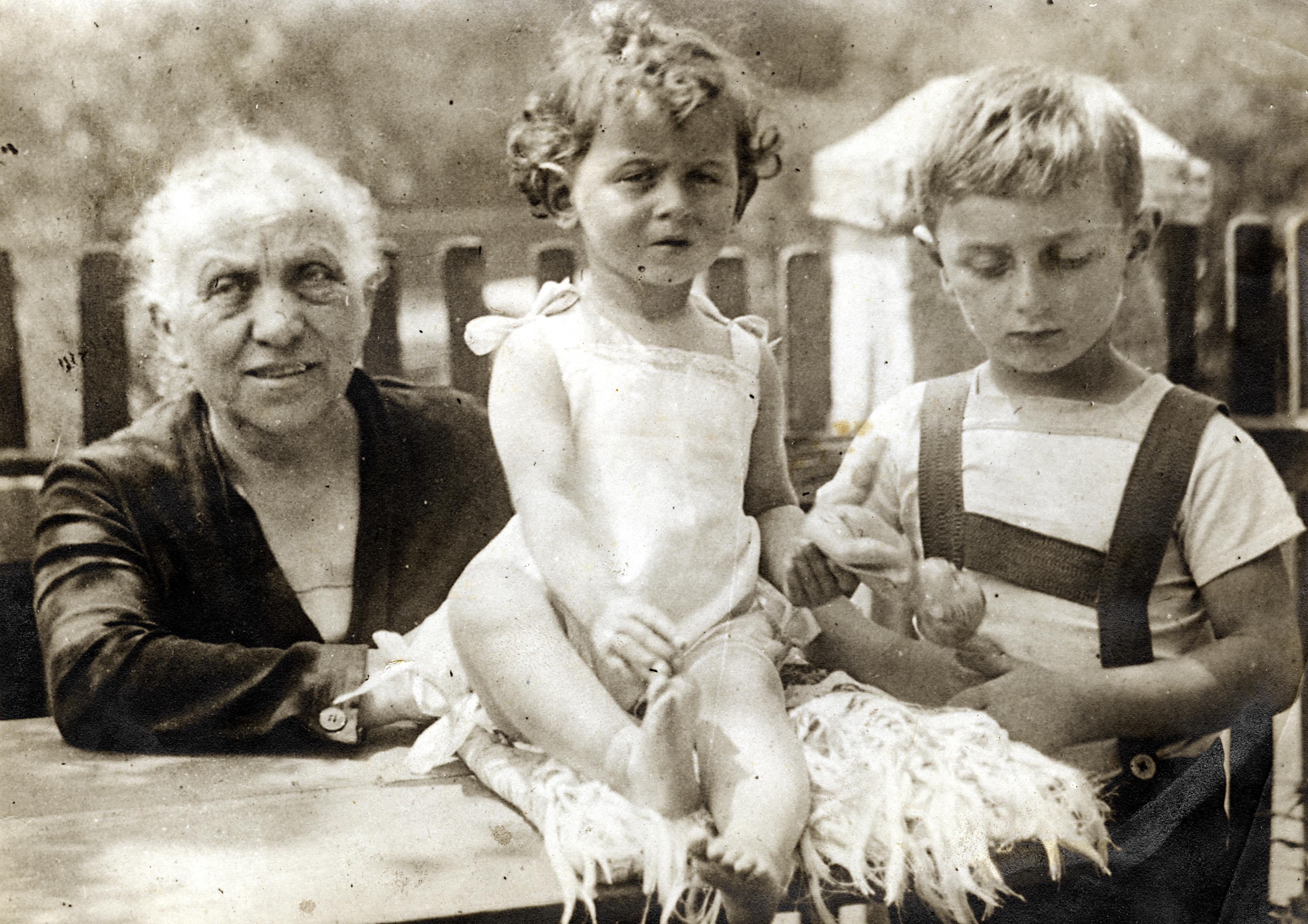 Grossmutter Stiassny mit Kurt und Edith Stiassny