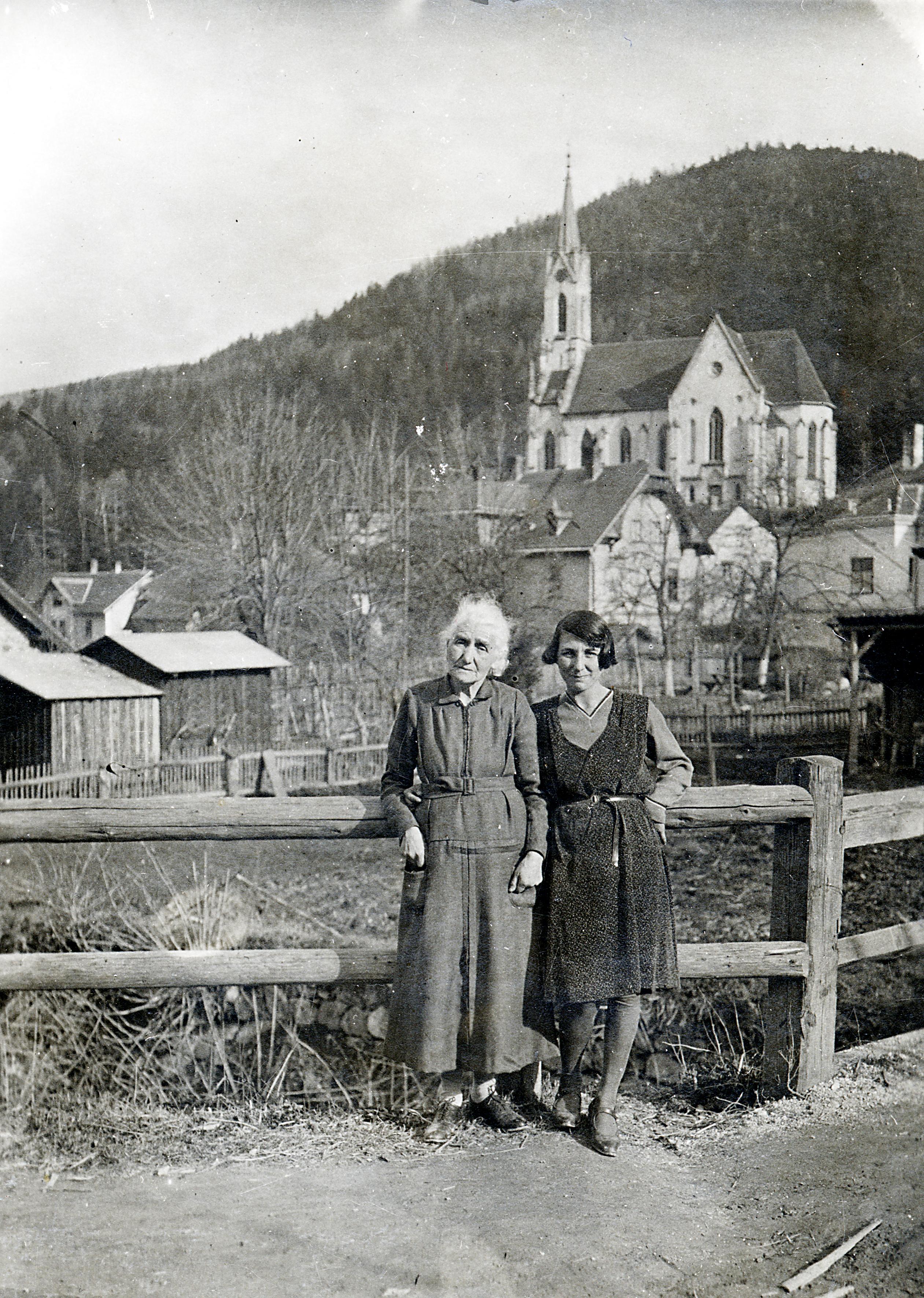 Lilli Tauber's grandmother, Sofie Friedmann, and her aunt, Berta Guenser, in Prein
