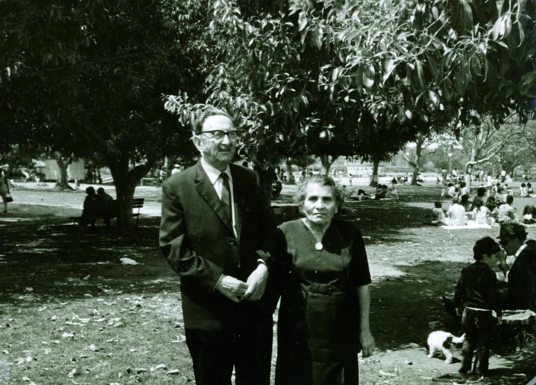 Vinezija (nee Baruh), Nisim Navon's maternal aunt with her husband