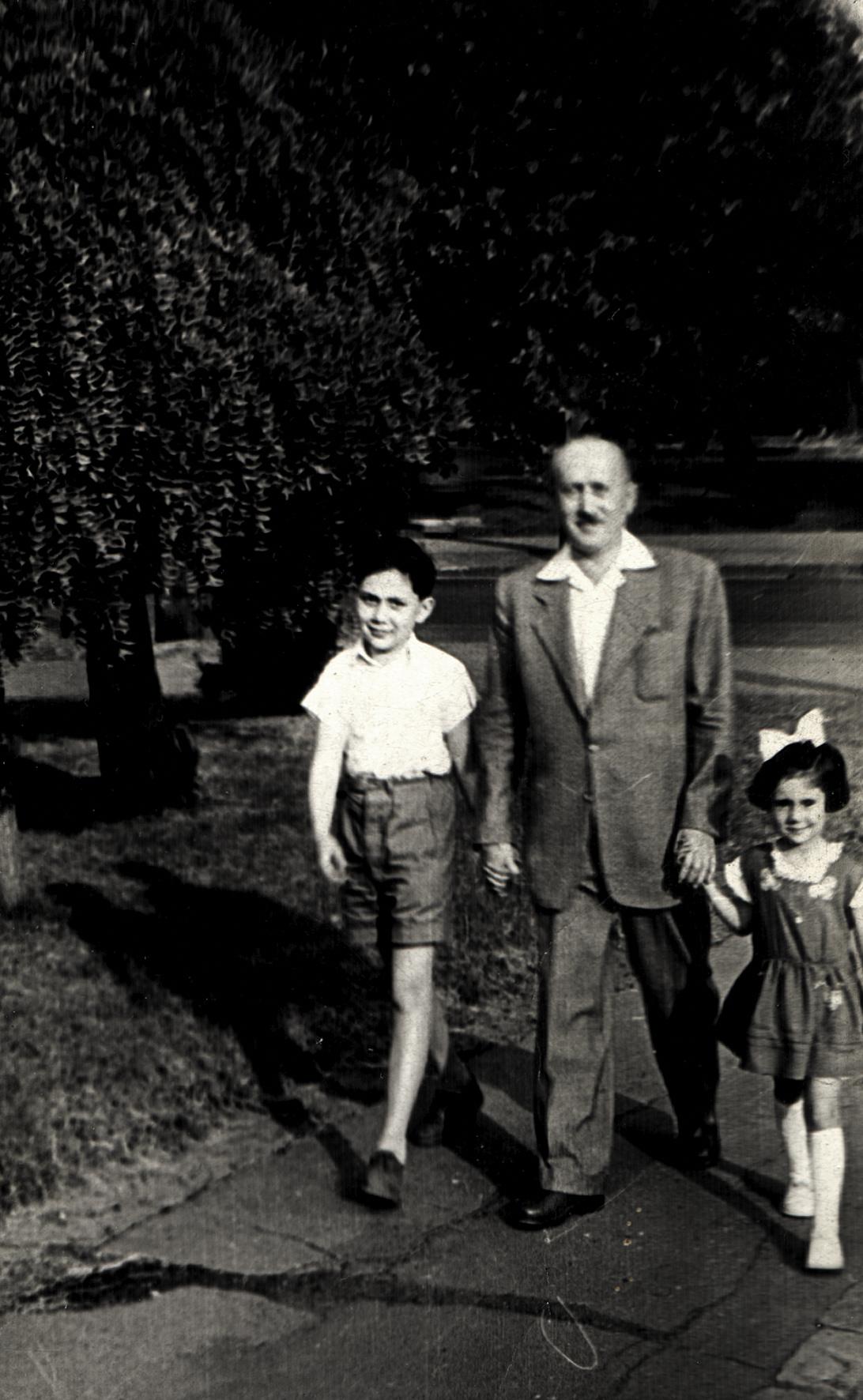 Pista Preisz with his children