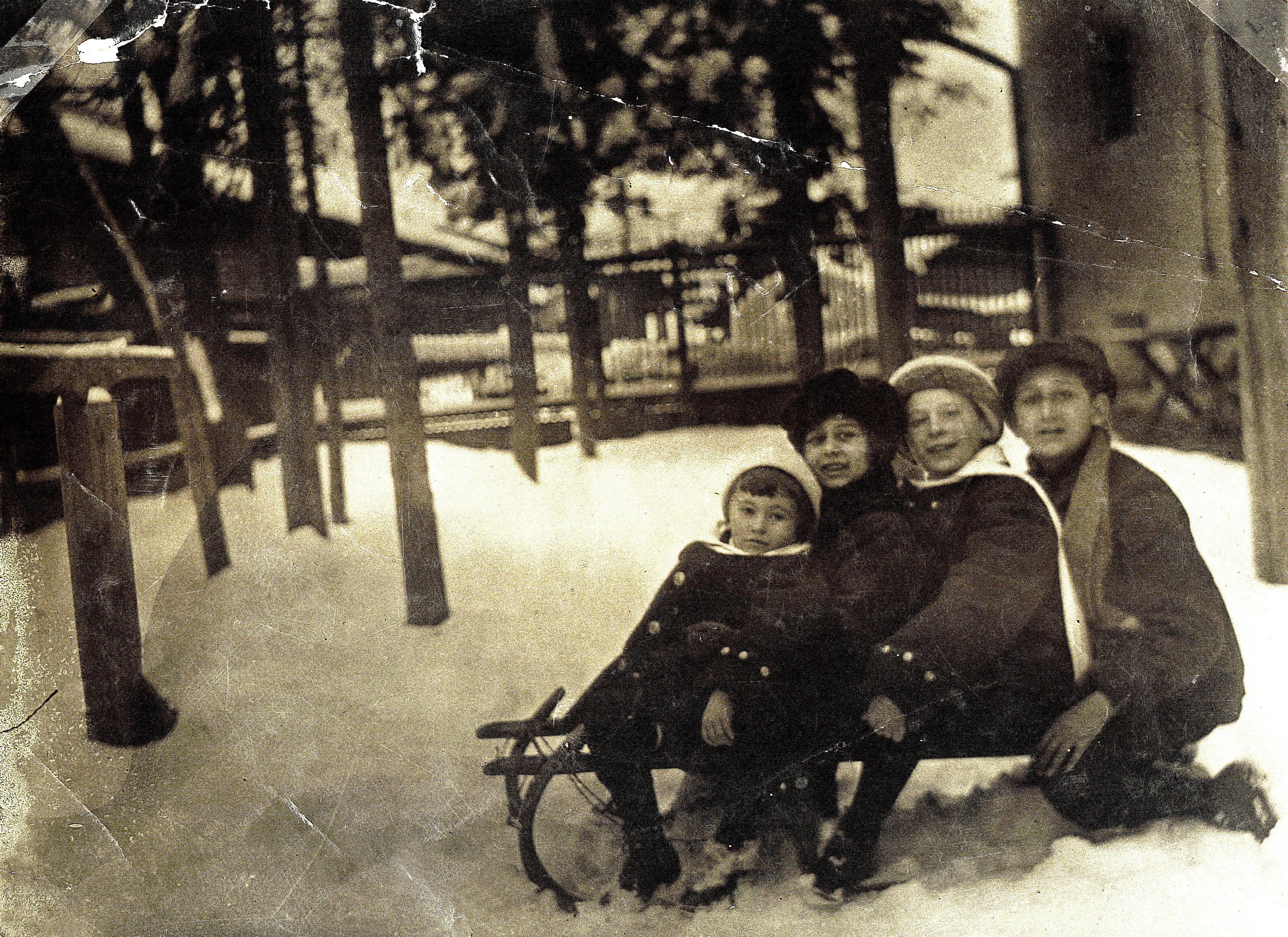 Deutsch Gyula és László az unokatestvérekkel