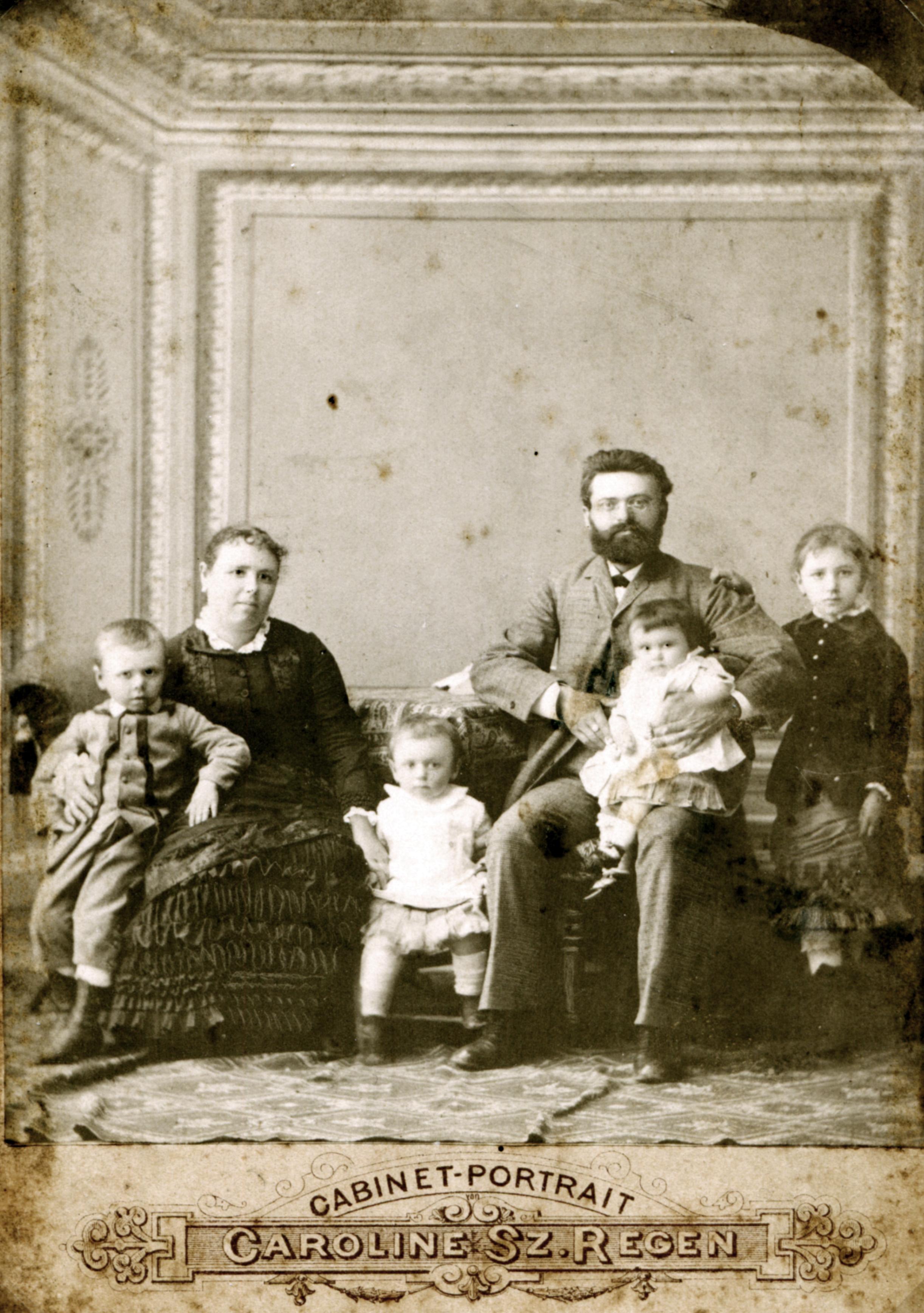 Samuel Izsak with his family