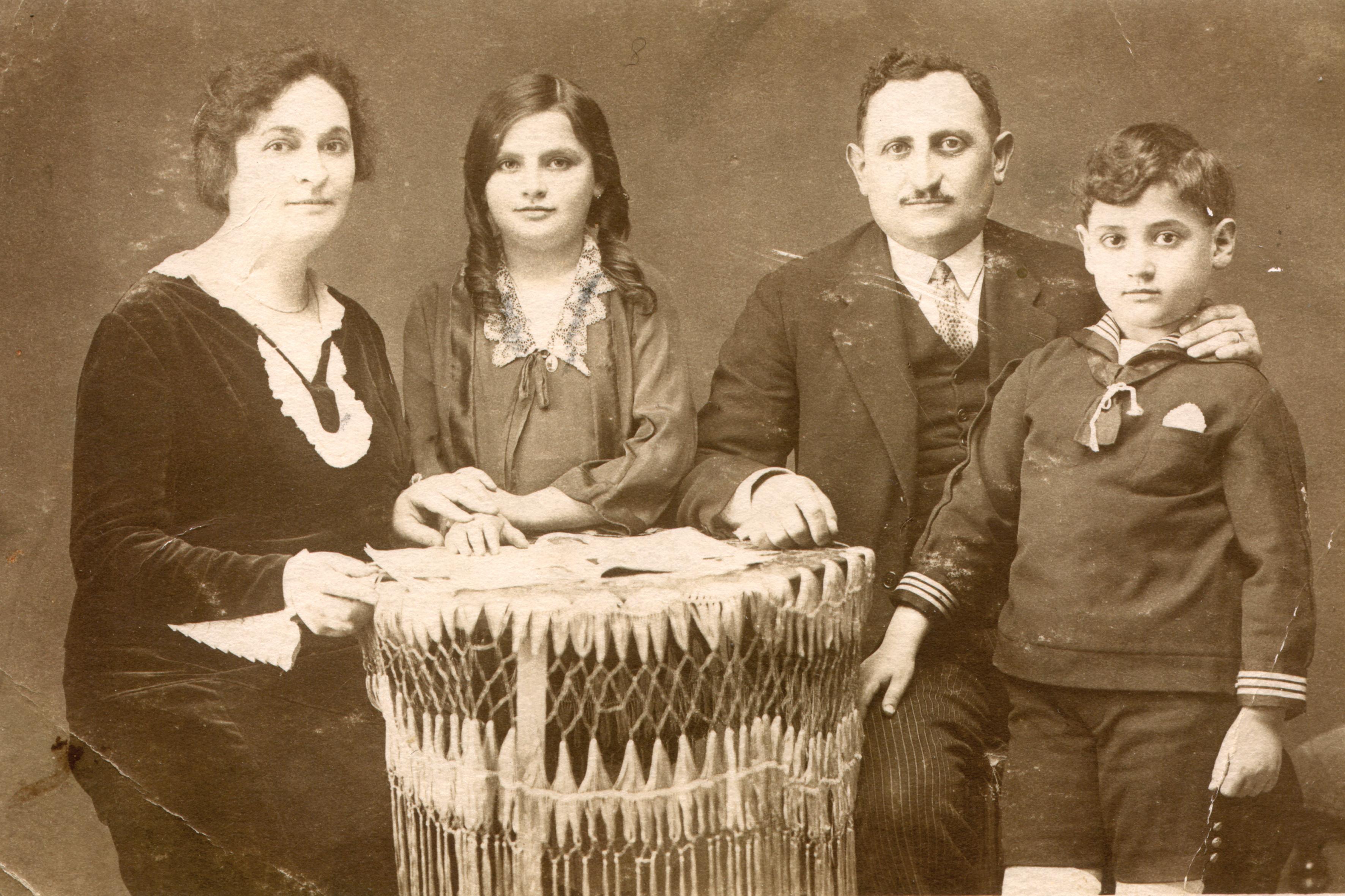 Ondrej Kovác-Kohn és a szülei meg a nõvére
