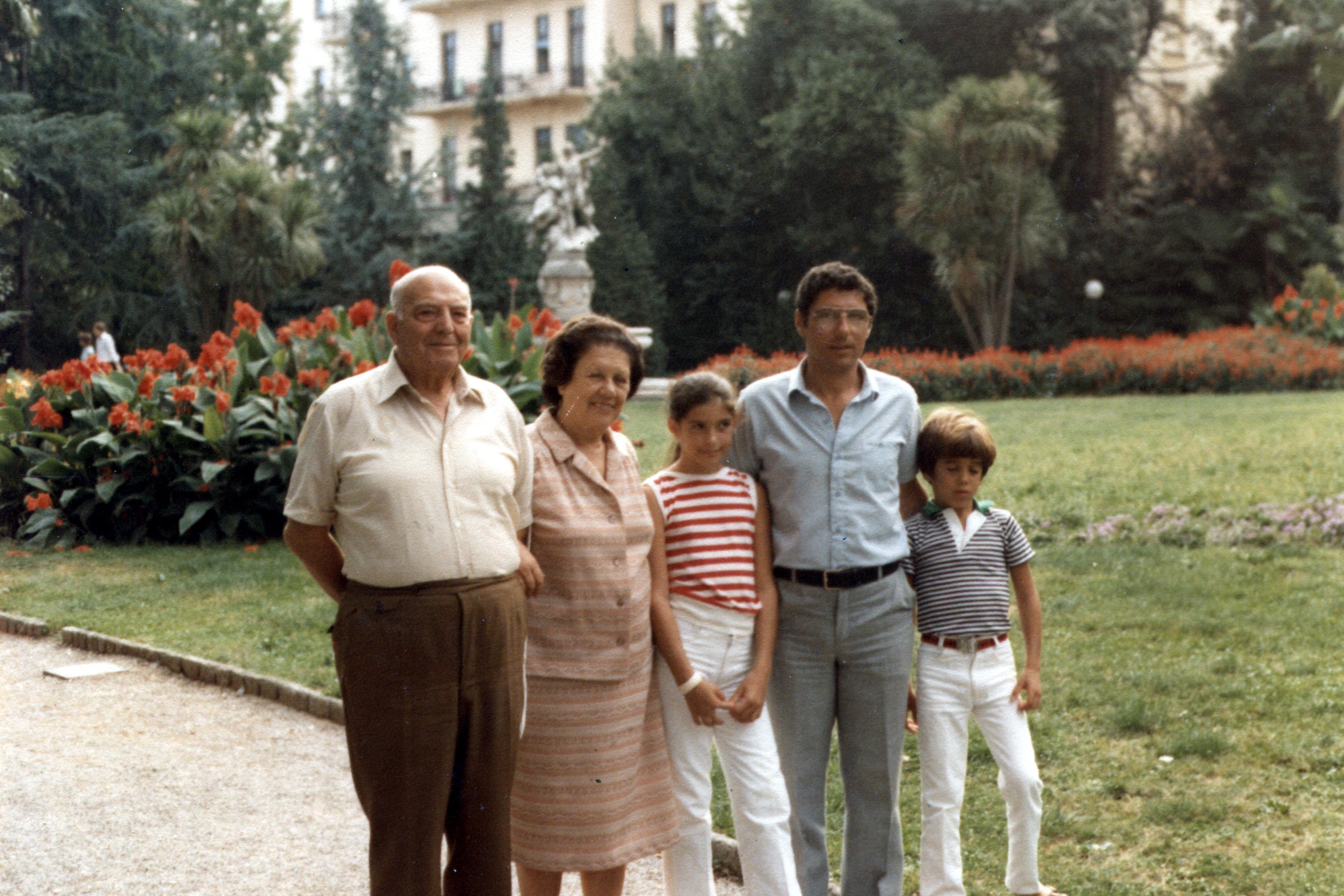 Ru'ena Hornová, a férje, az unokái és a fia