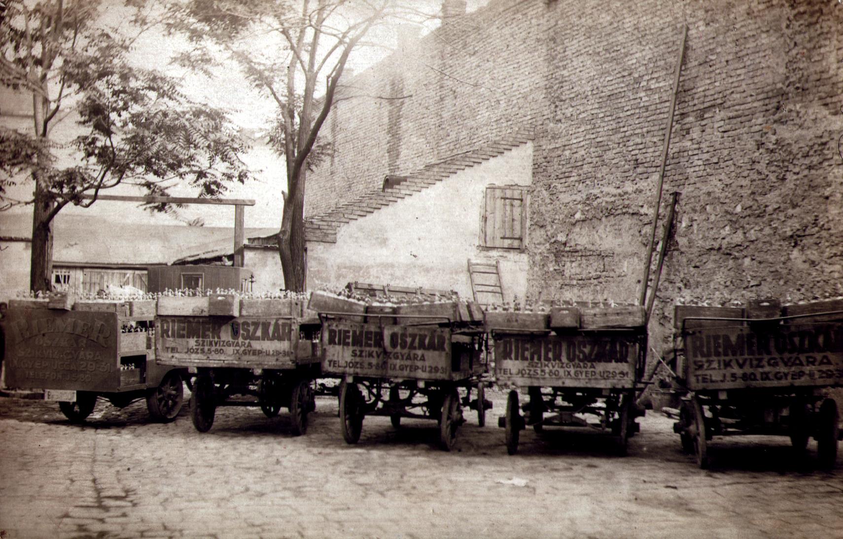 The soda-water wagons of the workshop of Ilona Seifert's father Oszkar Riemer