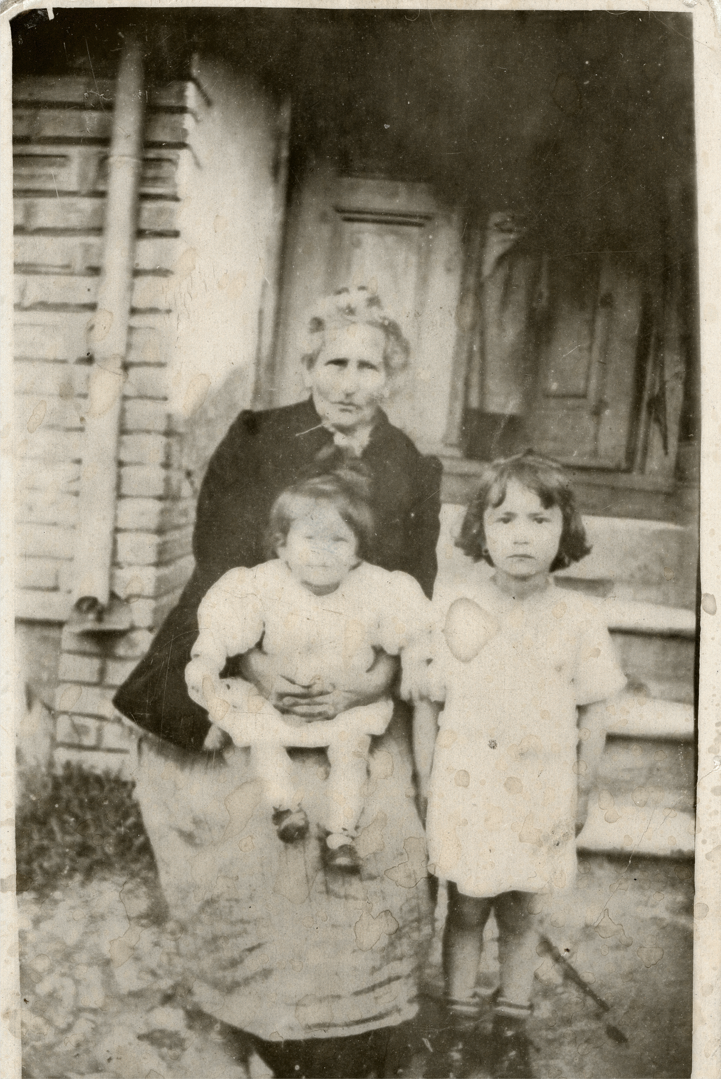 Klara Kasavi with her granddaughters Elsa and Klara