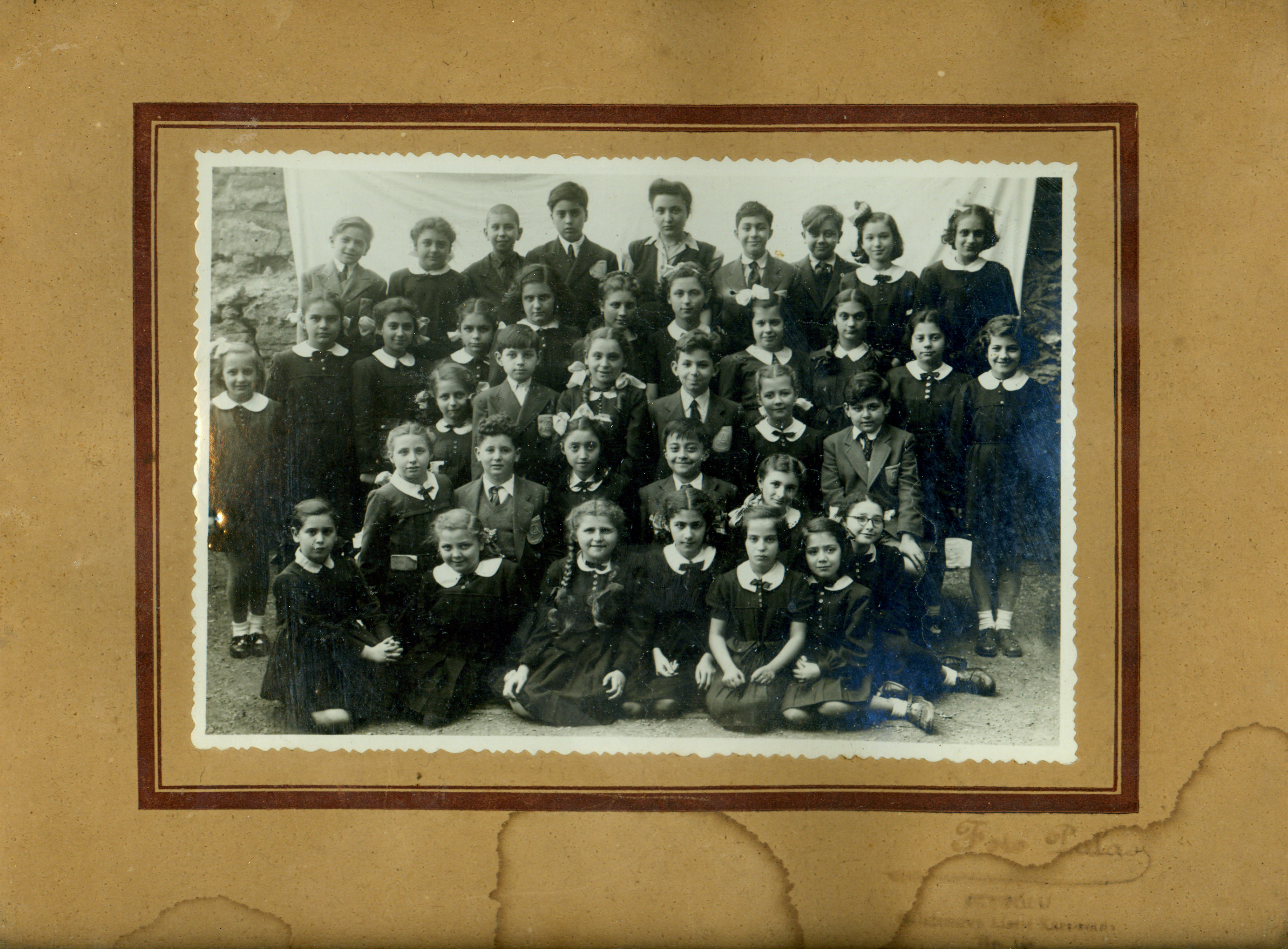 Güler Orgun with her schoolmates from Aydin Okul elementary school