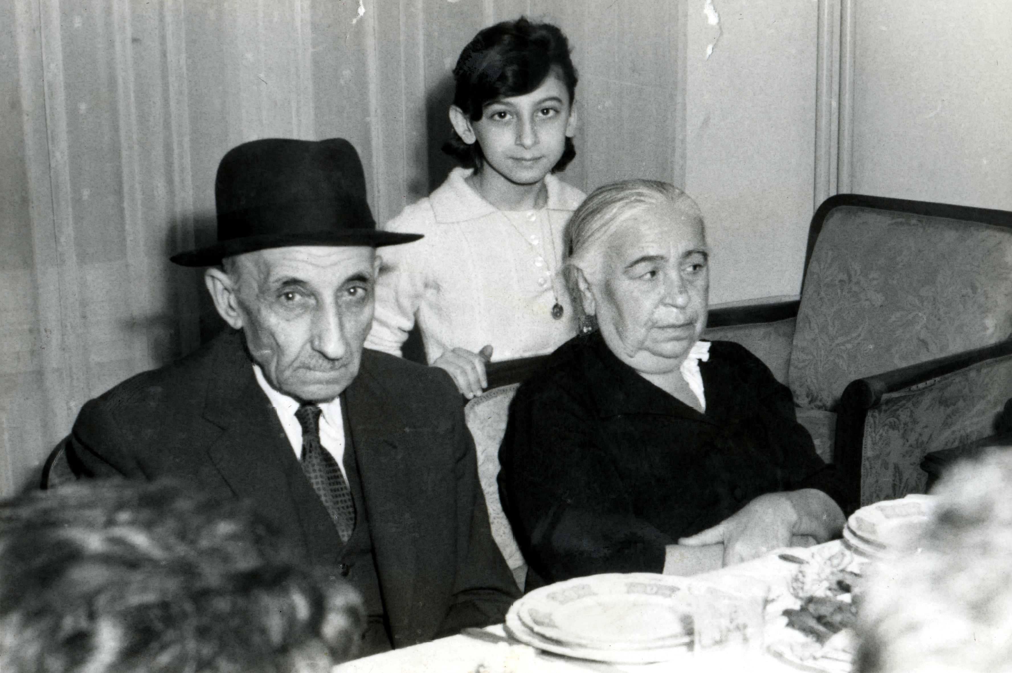 Feride and Ezra Bozo with their niece Rachel Baruh
