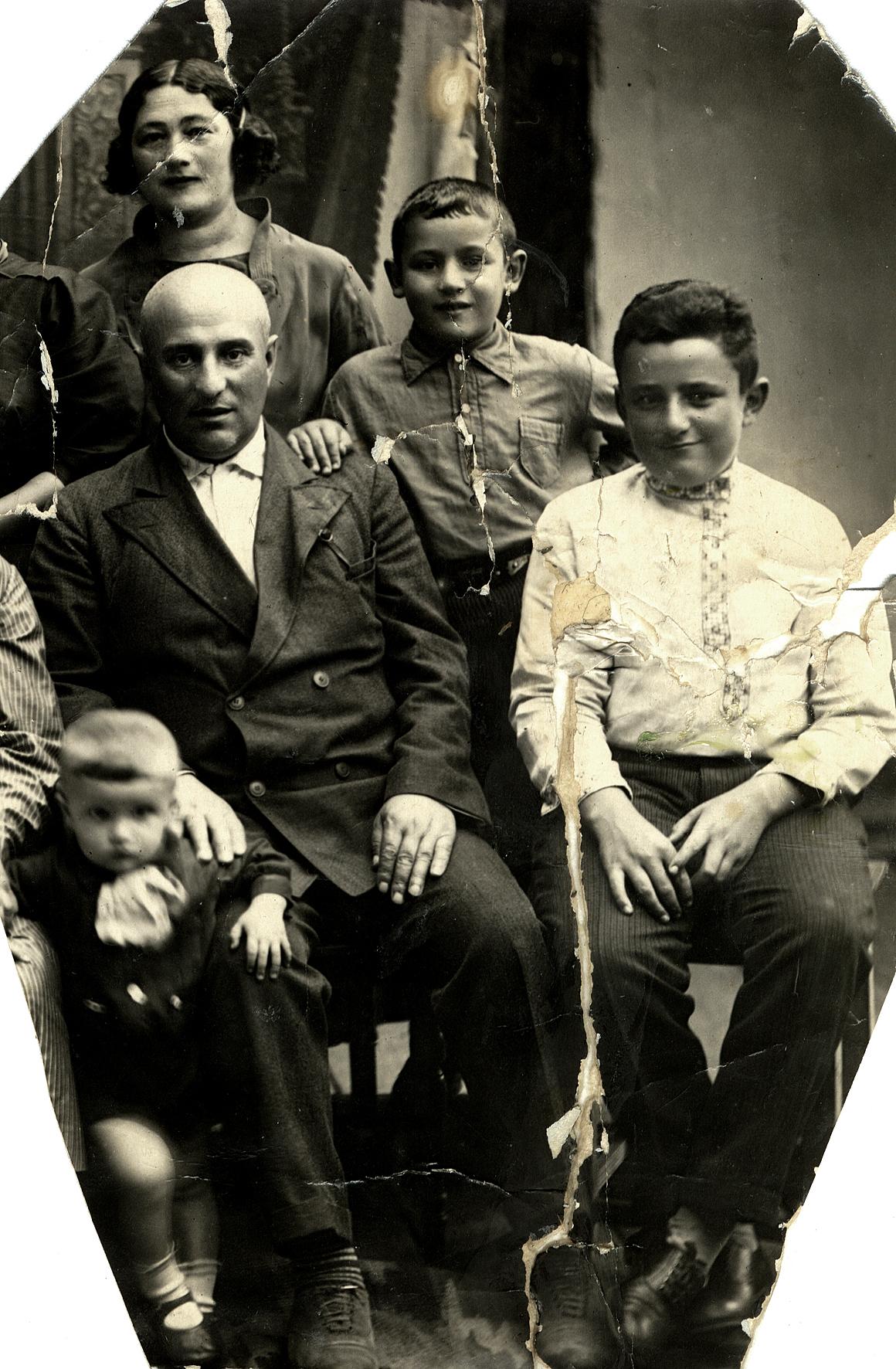 Aron Hankin's family