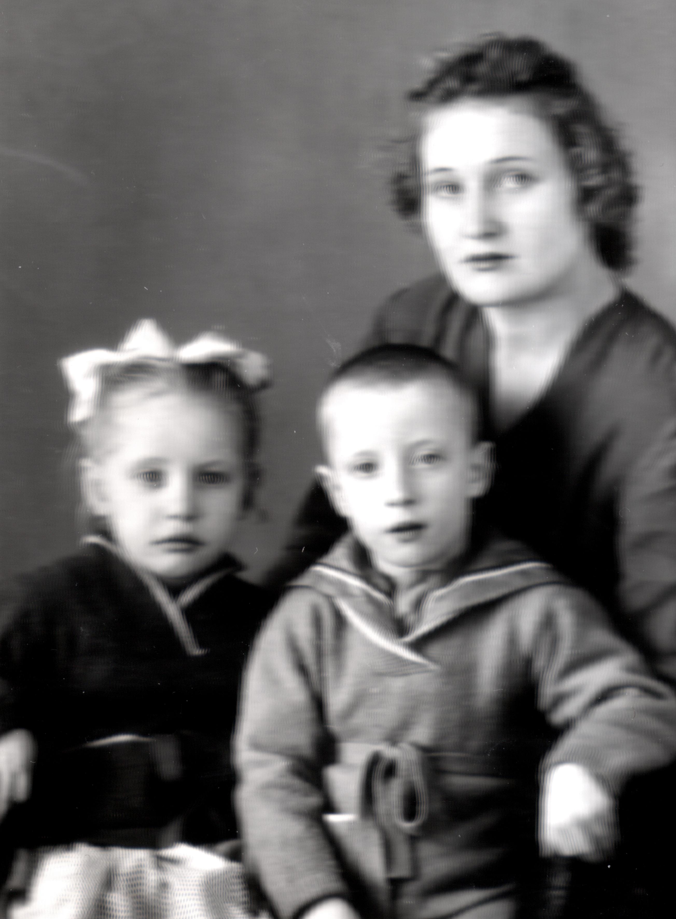 Hochman Valentyina a gyermekeivel, Nataljával és Viktorral