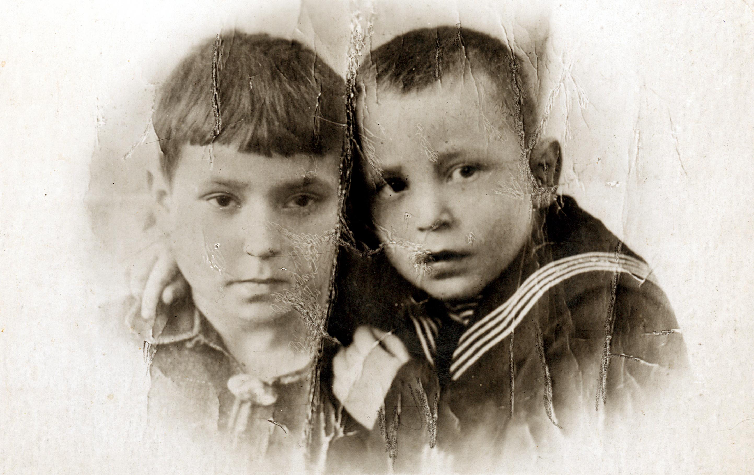 Irina Voinova's bother and sister Mikhail Aizman and Eugenia Govorkova