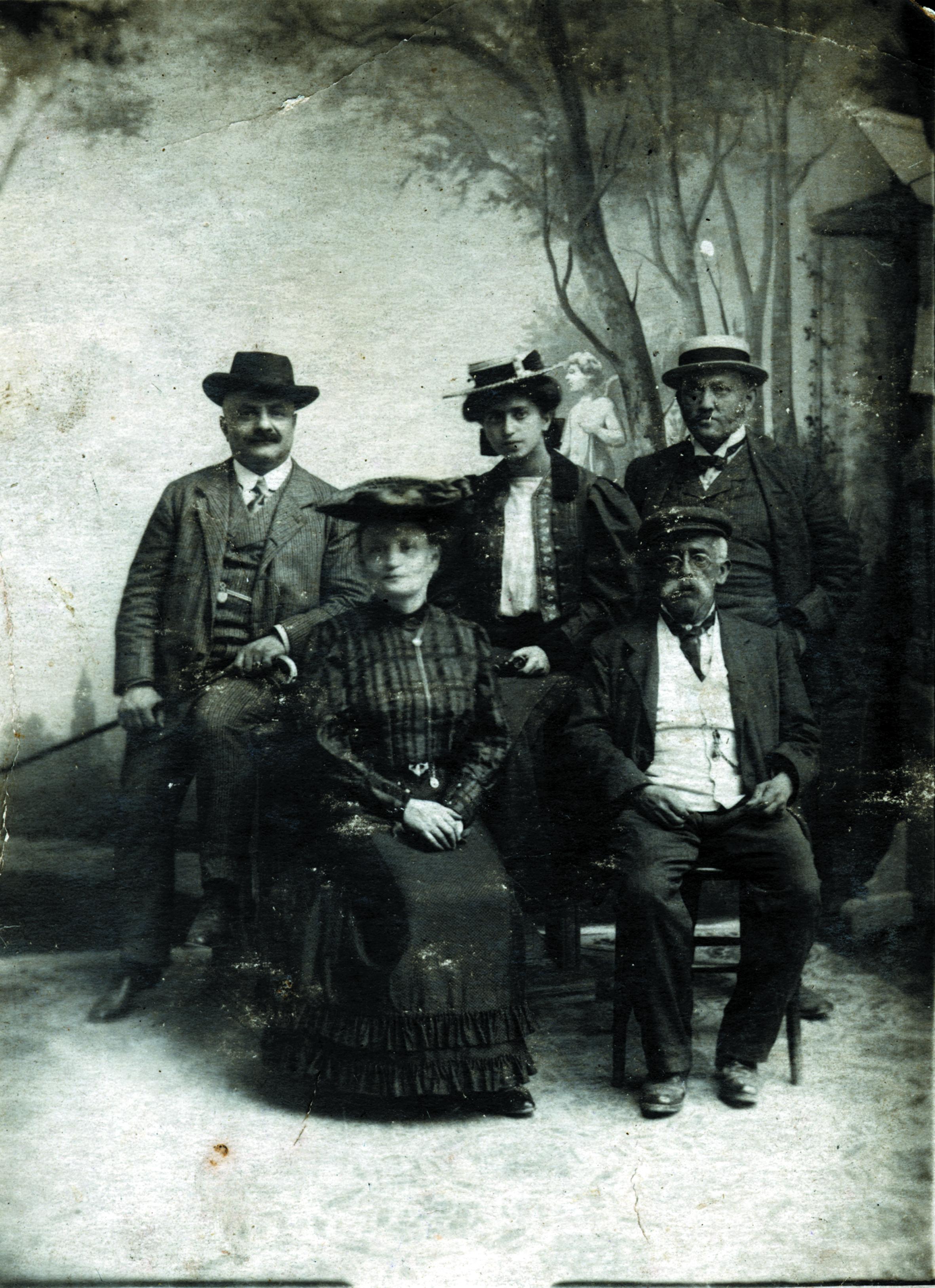 Flora Fleischer mit ihrer Familie