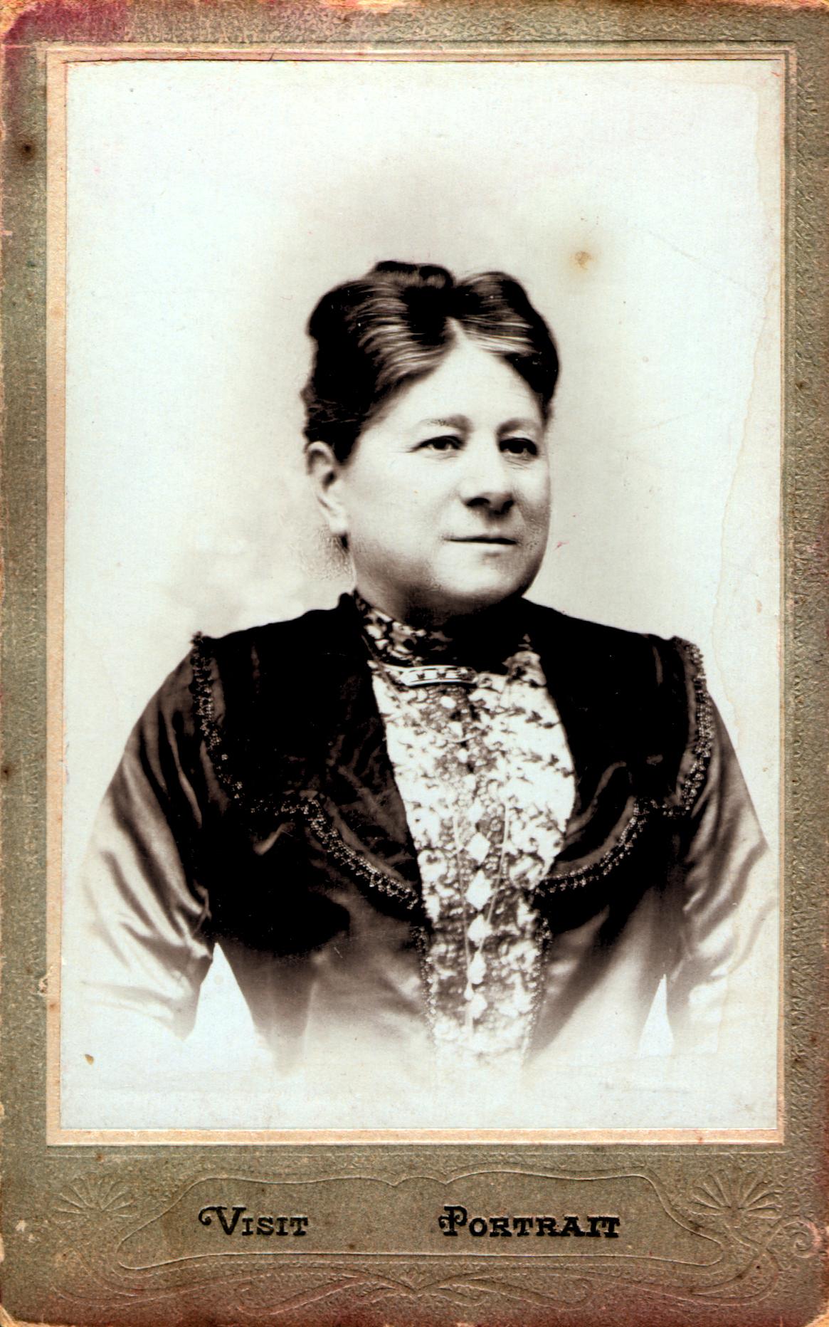 Laura Bato