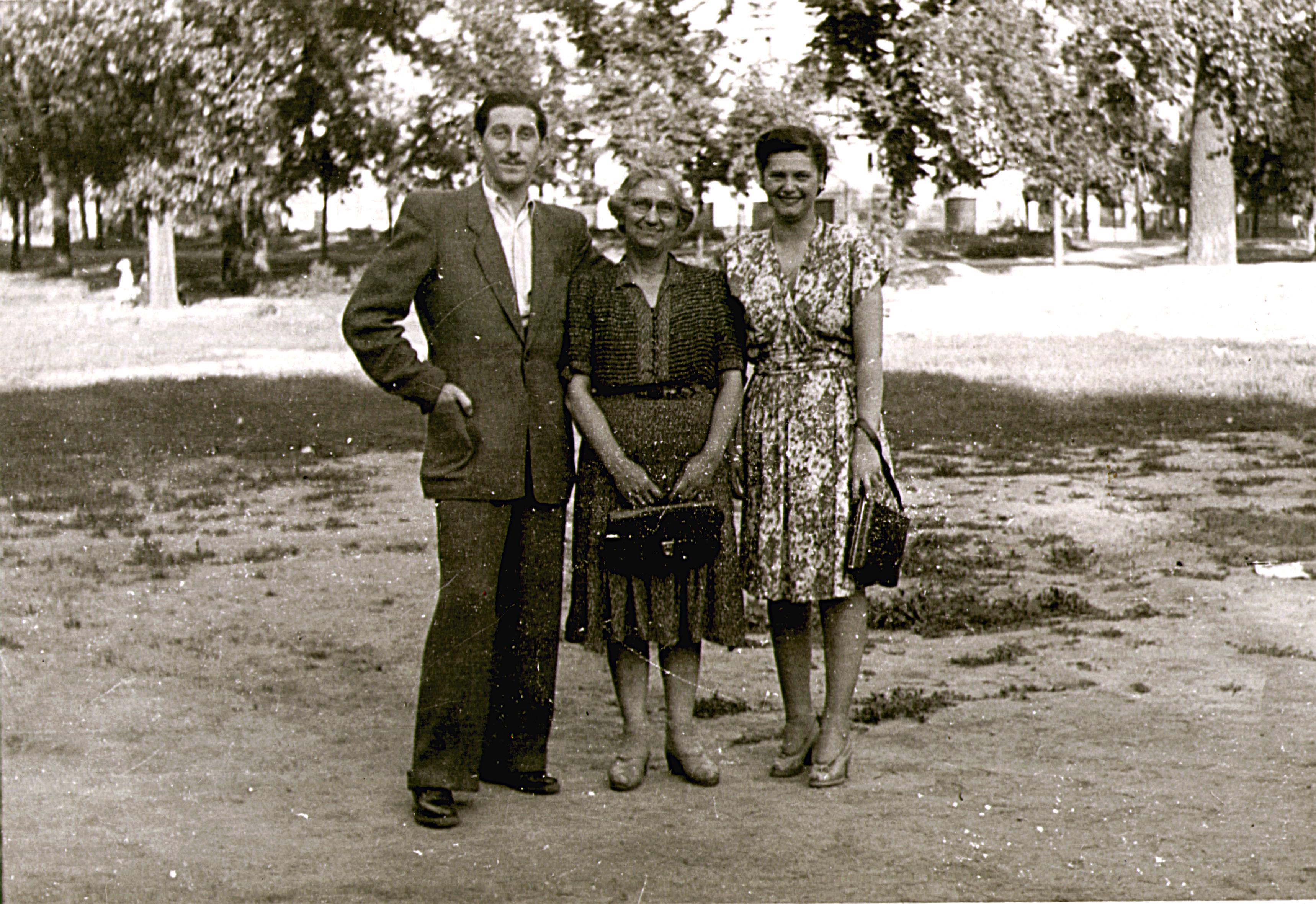 Zinner Endre édesanyjával és édesanyja barátnõjével