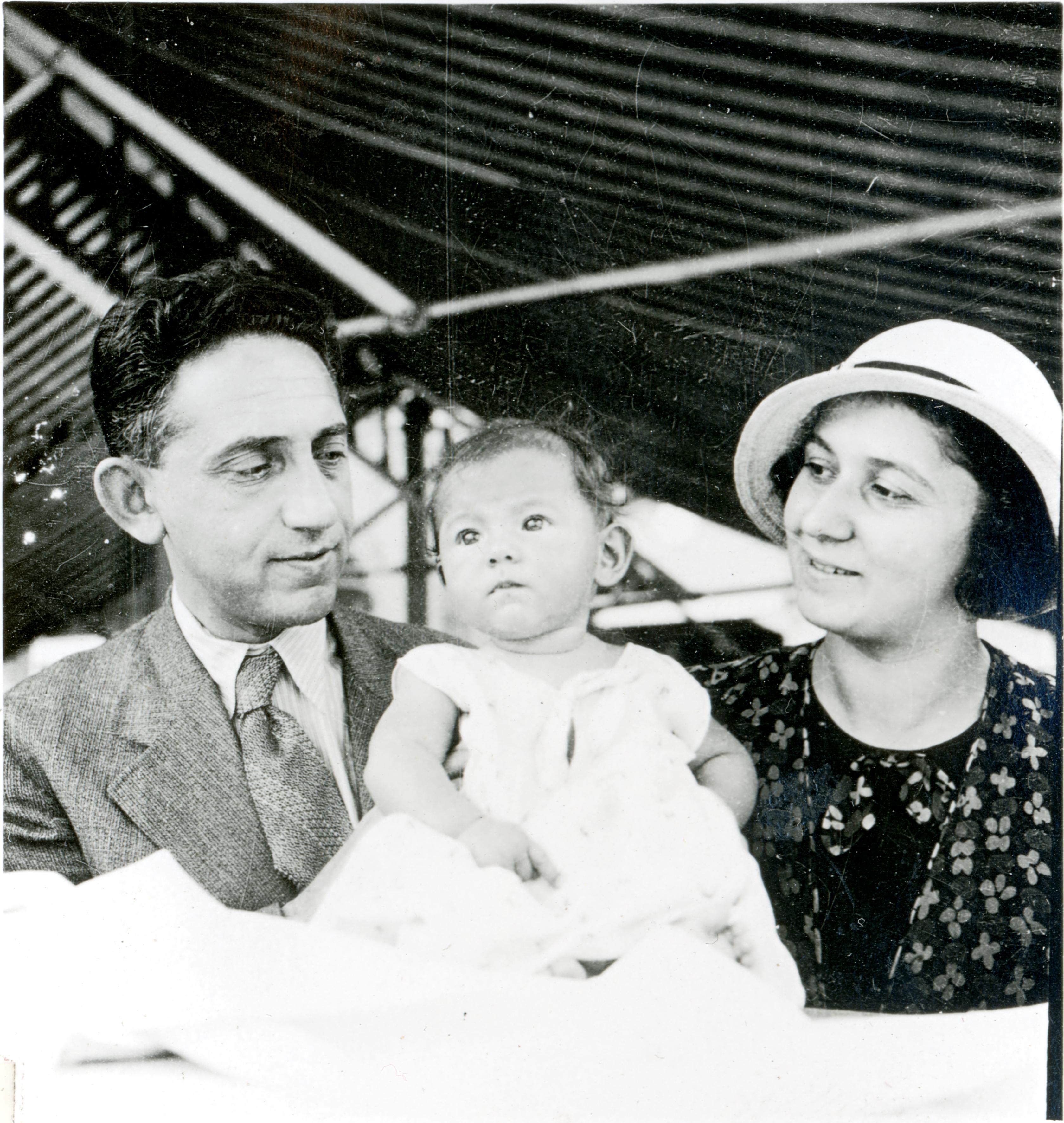 Haskó Györgyike a szüleivel