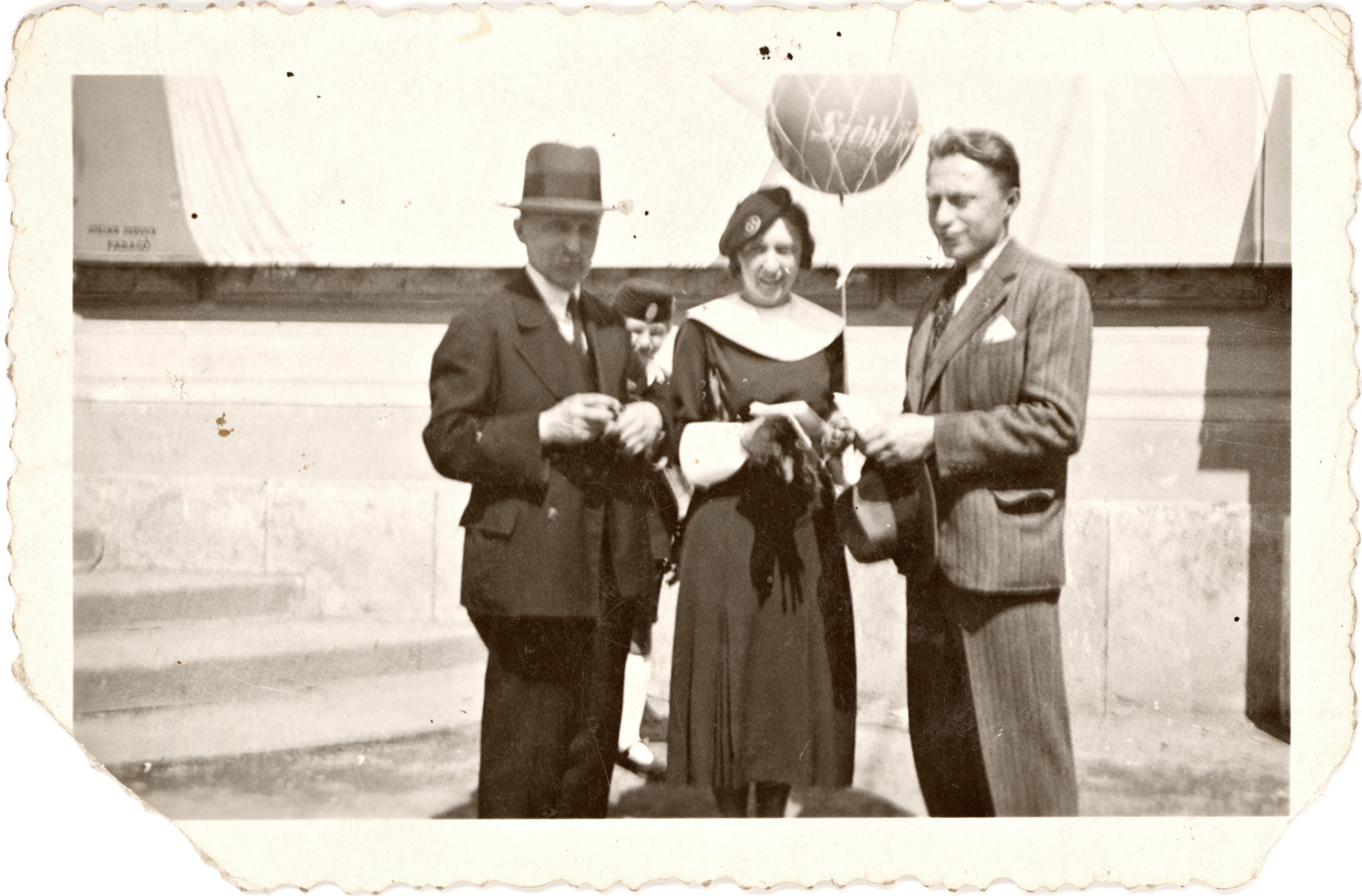 Hedvig Endrei with her father and brother at the International Fair in Budapest