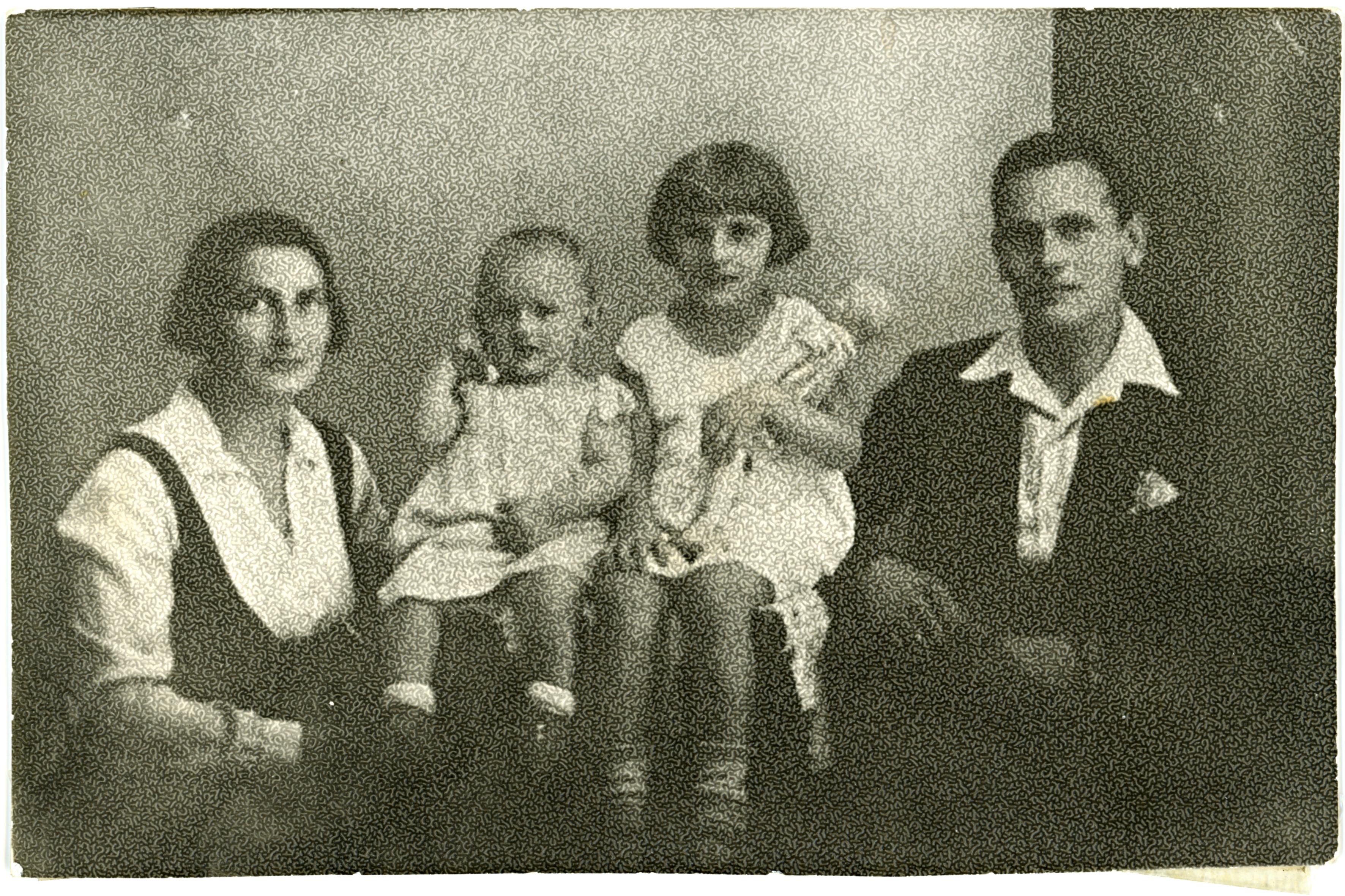 Lõwinger Lajosné és a családja