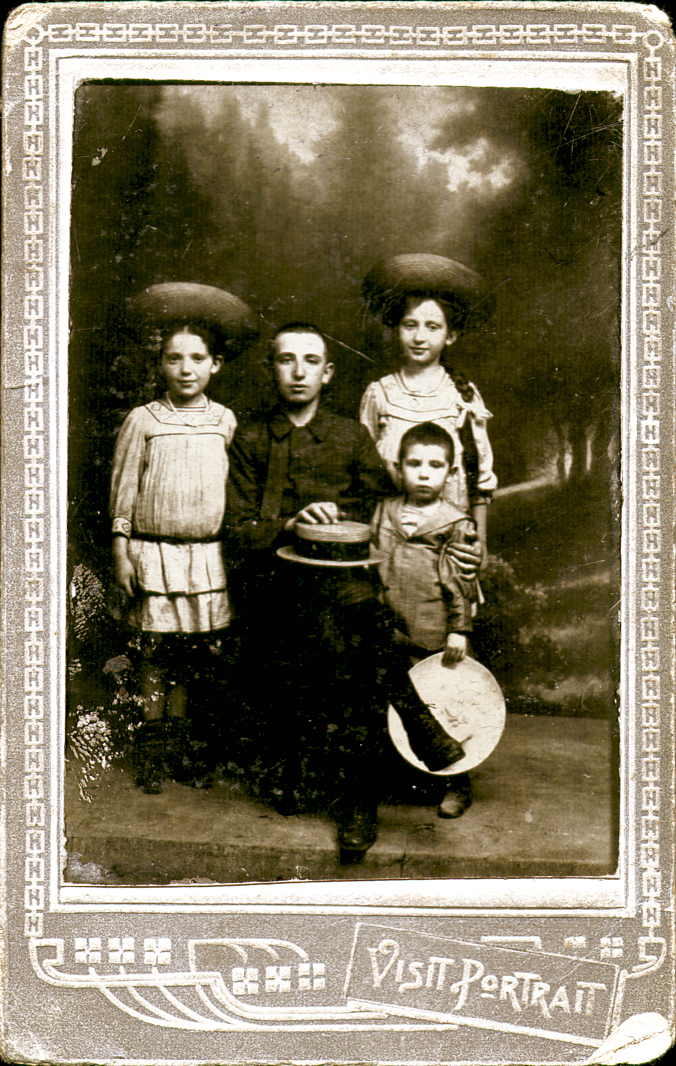 Leonora Acs as a young girl with her siblings