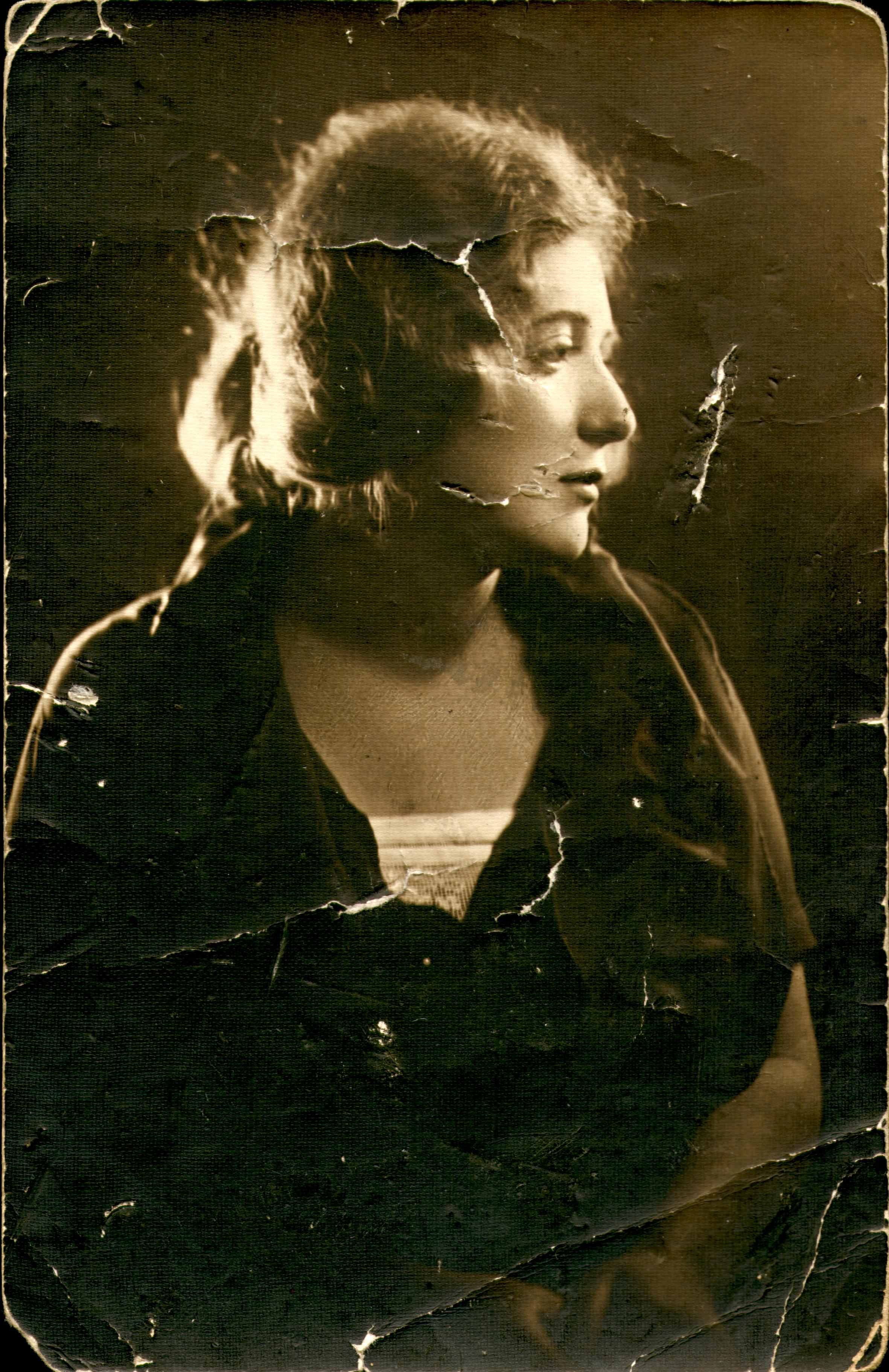 Leonora Acs