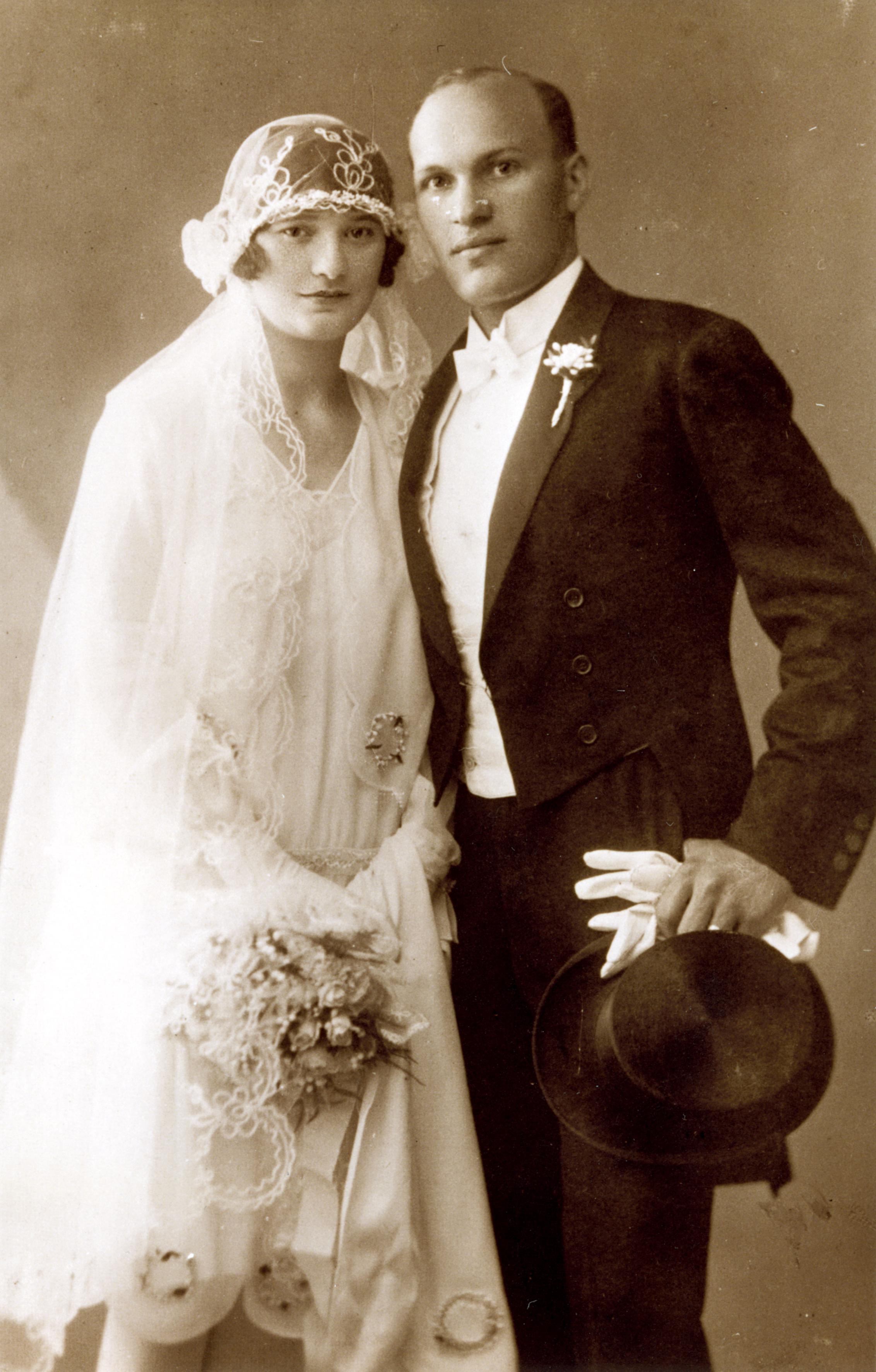Mor Fenyes and Erzsebet Barsony's wedding picture